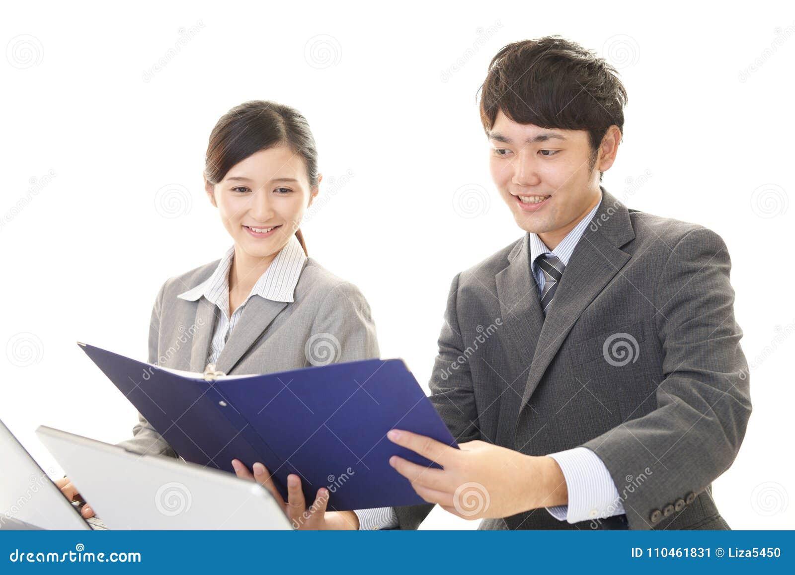Le affärsman och affärskvinna