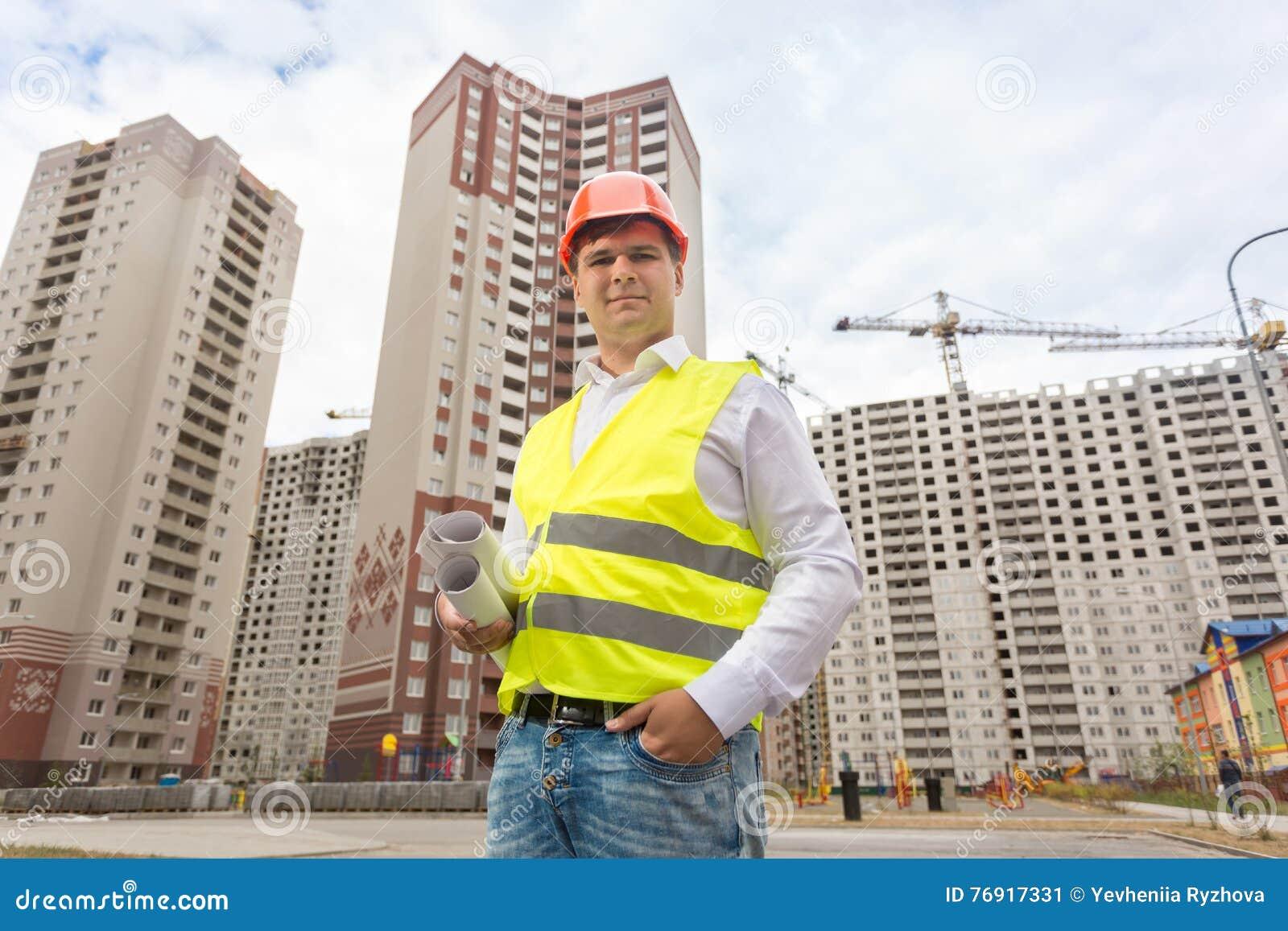 Le anseende för konstruktionstekniker på den byggnadsplatsen och hållen