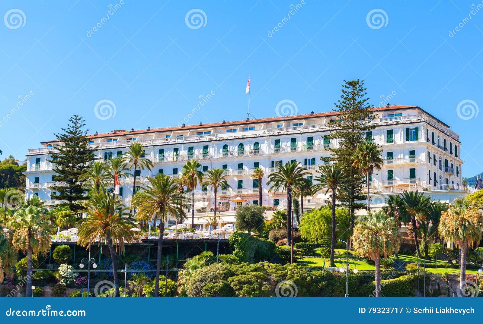 Le Batiment De L Hotel Celebre Dans San Remo Italie Image Stock