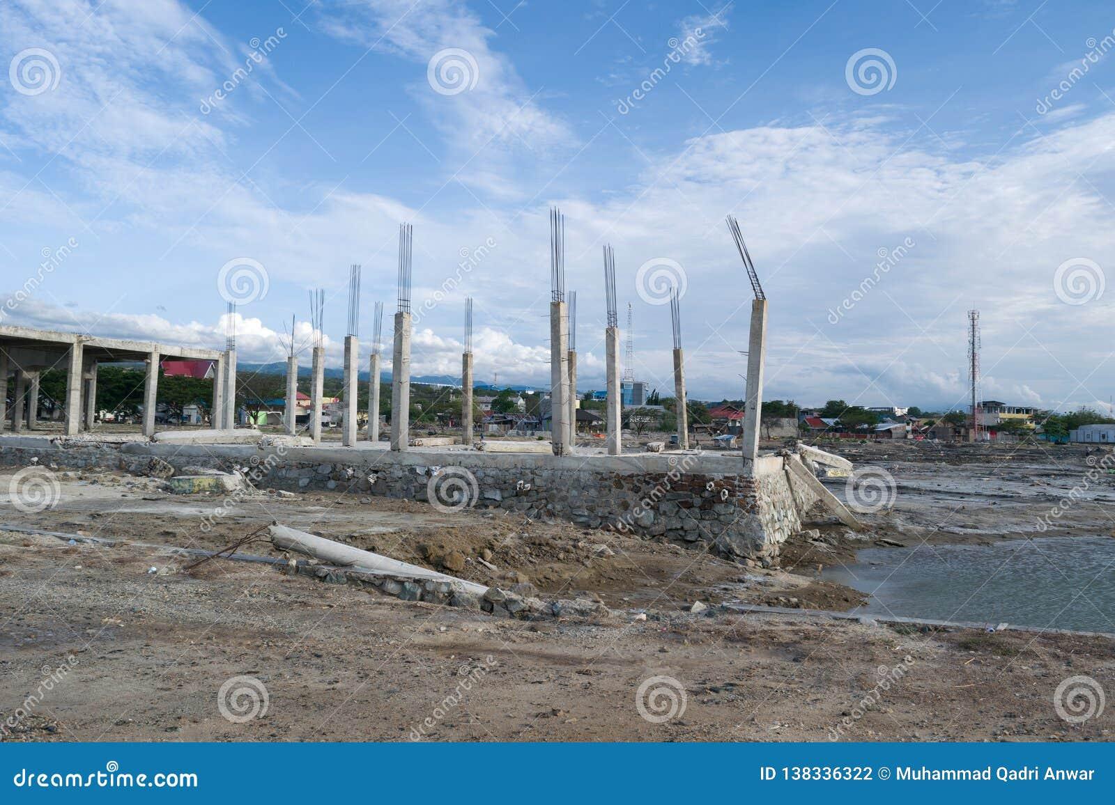 Le bâtiment effondré est parti plus d après tsunami à Palu, Indonésie