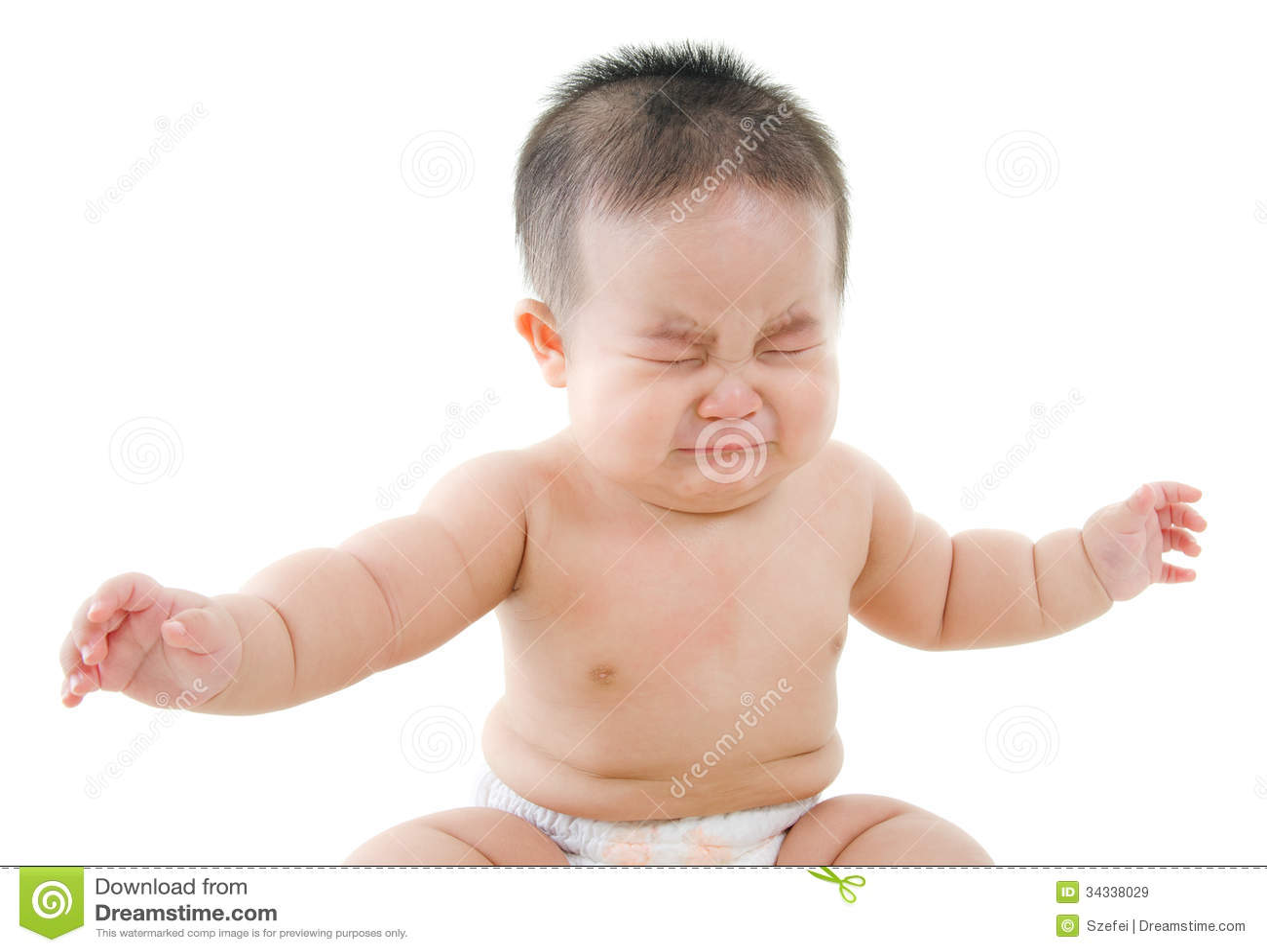 Le bébé garçon asiatique pleure