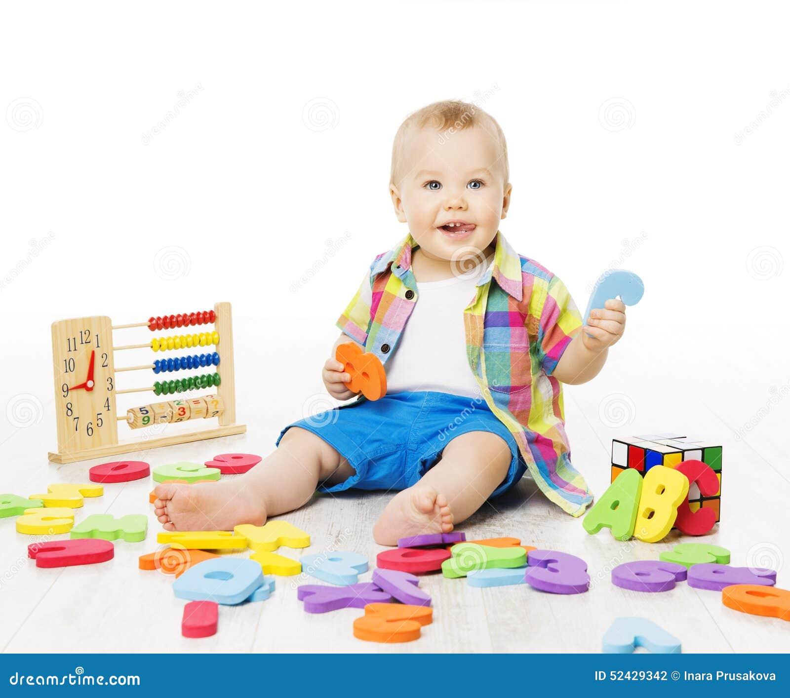Le b b jouant des jouets d 39 ducation alphabet de jeu d - Jouet alphabet ...