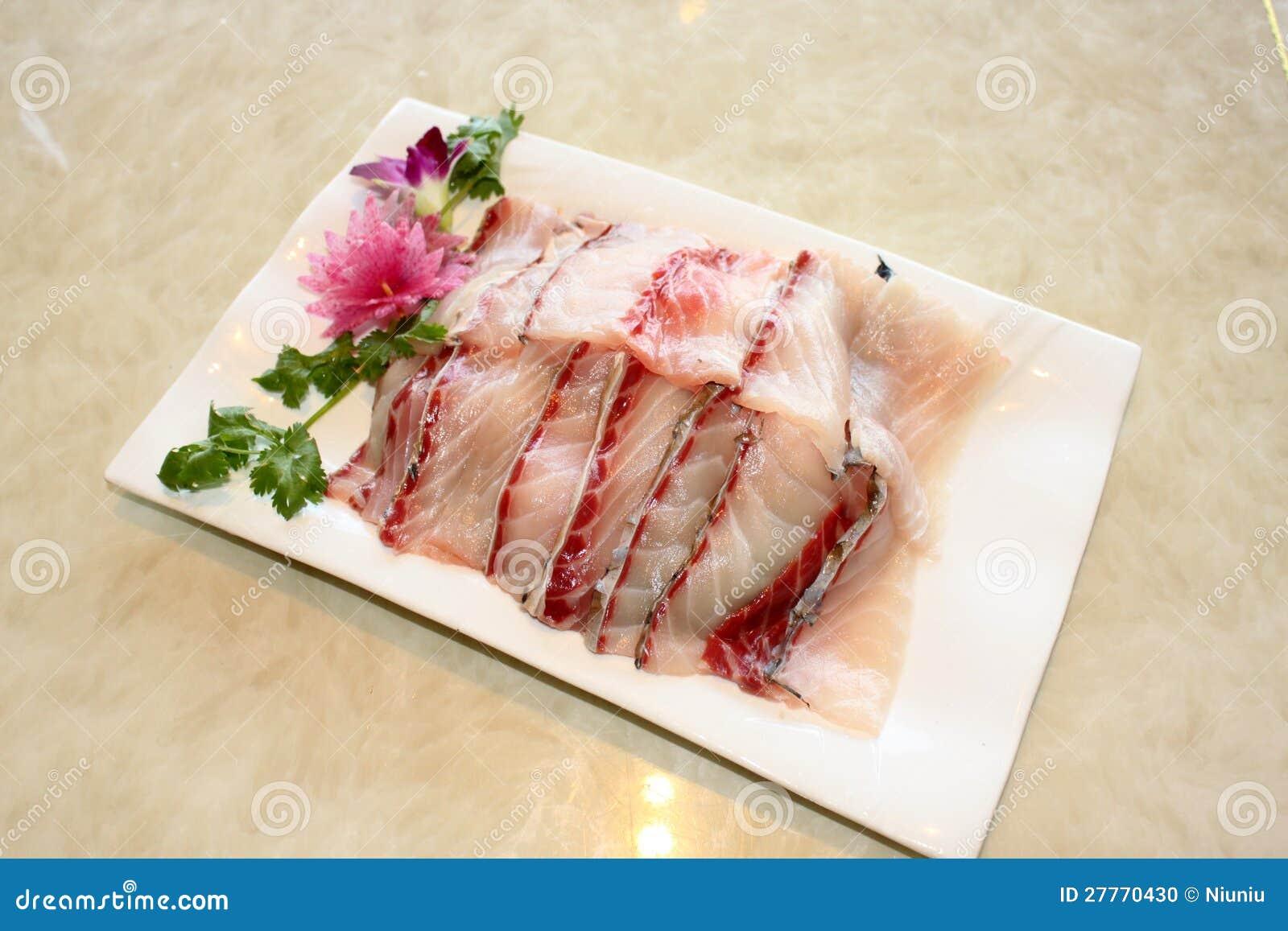 Le bac chaud bombe le sashimi