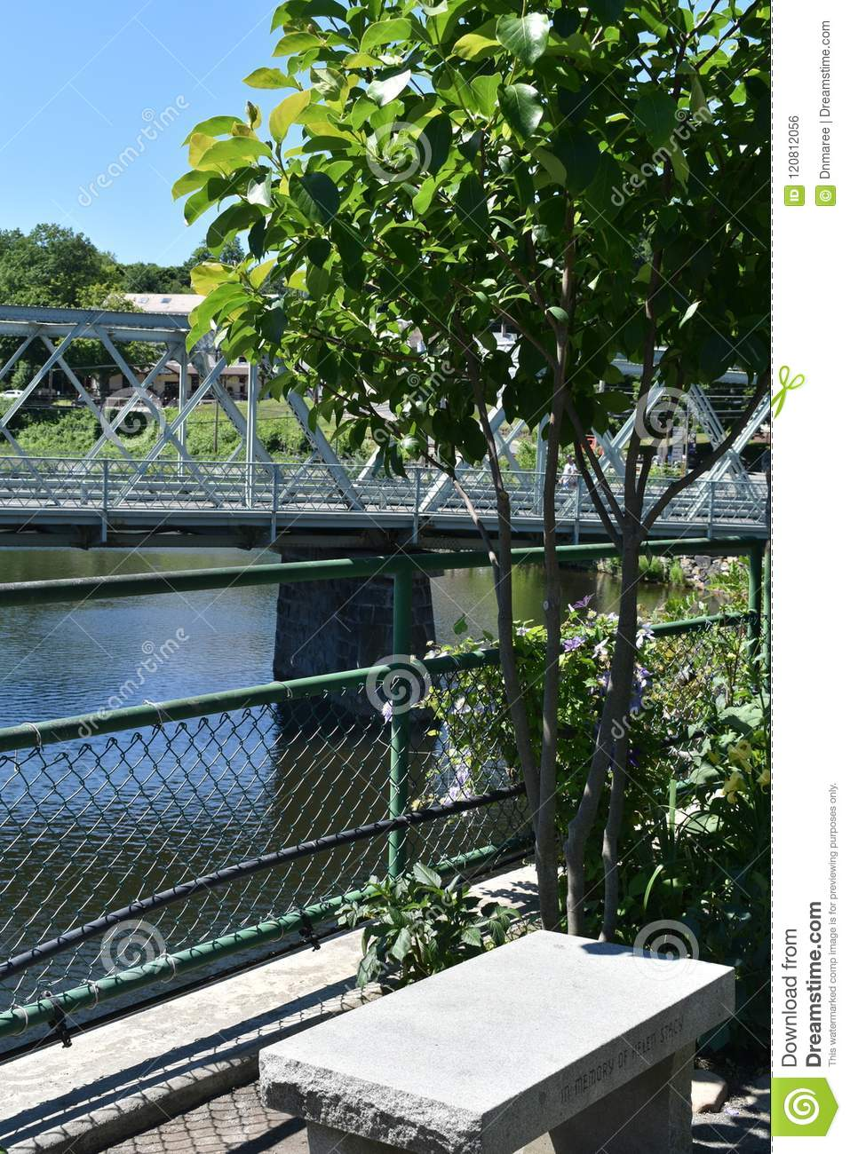 Le banc concret sur le pont de Fowers, Shelburne tombe, Franklin County, Massacusetts, Etats-Unis, Etats-Unis