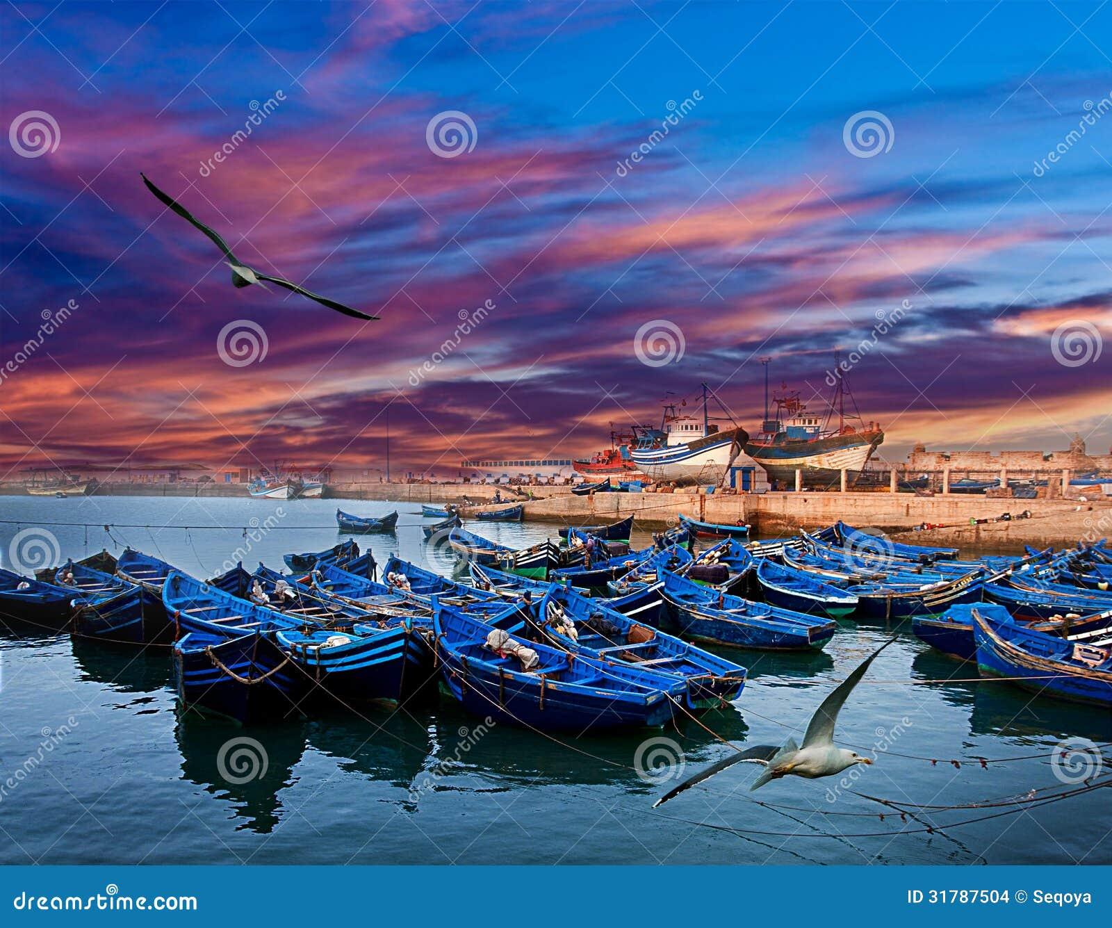 Le barche su un oceano costeggiano in Essaouira, Marocco