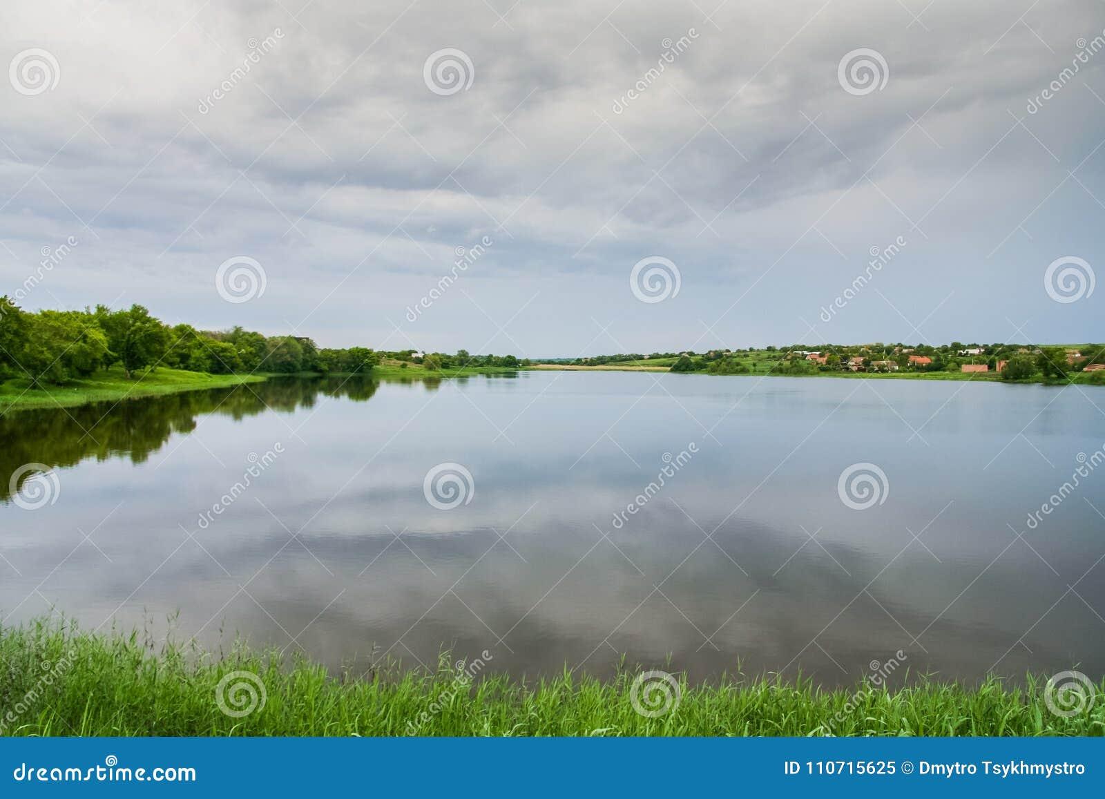 Le barrage d étang sur Malaya Tokmachka River