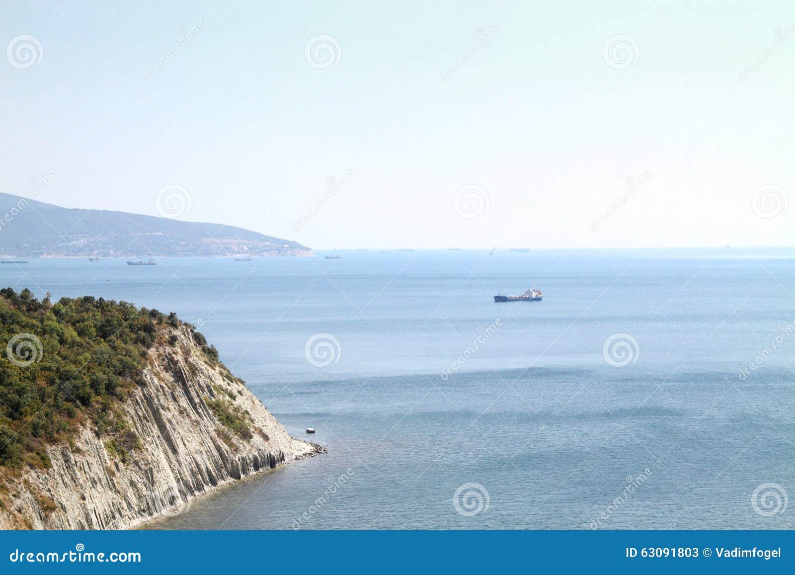 Download Le bateau dans le port image stock. Image du dock, jour - 63091803