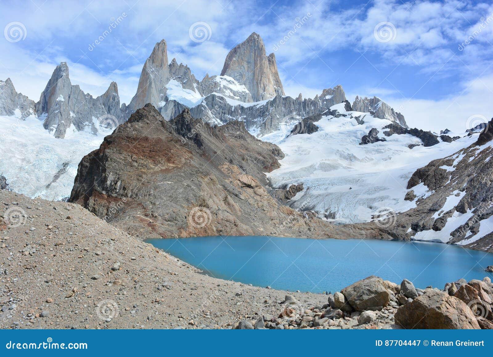 Le beau lac et Fitz Roy font une pointe à l intérieur du parc national de Glaciares, EL Chaltén, Argentine