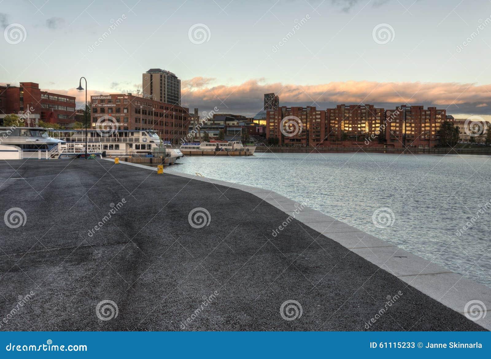 Le beau paysage de ville à Tampere