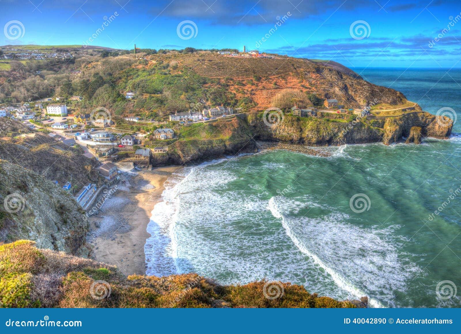 Le blanc ondule St Agnes Cornwall England United Kingdom entre Newquay et St Ives dans HDR coloré