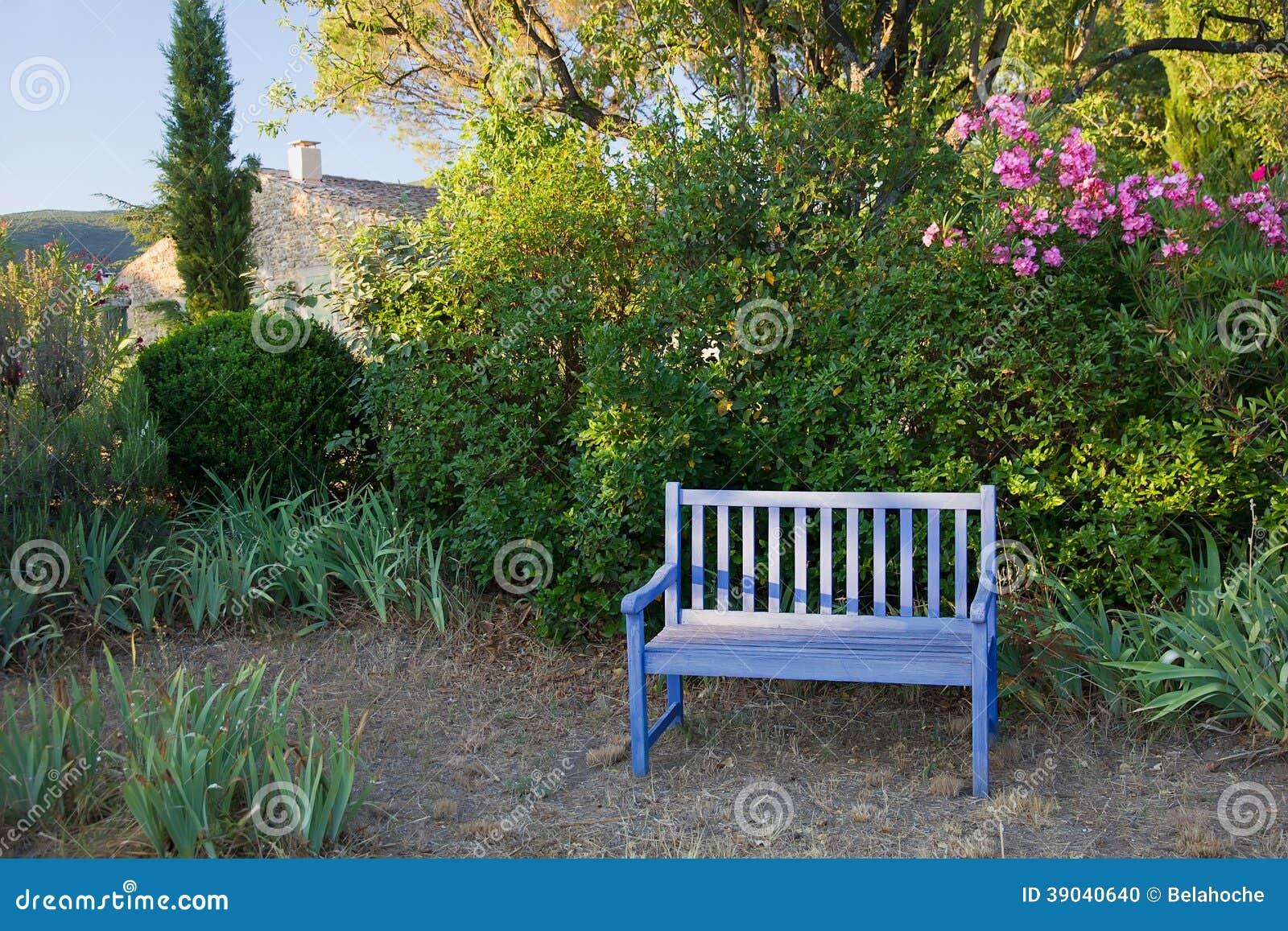 le bleu a peint le banc en bois de jardin provence france photo stock image du r sidence. Black Bedroom Furniture Sets. Home Design Ideas