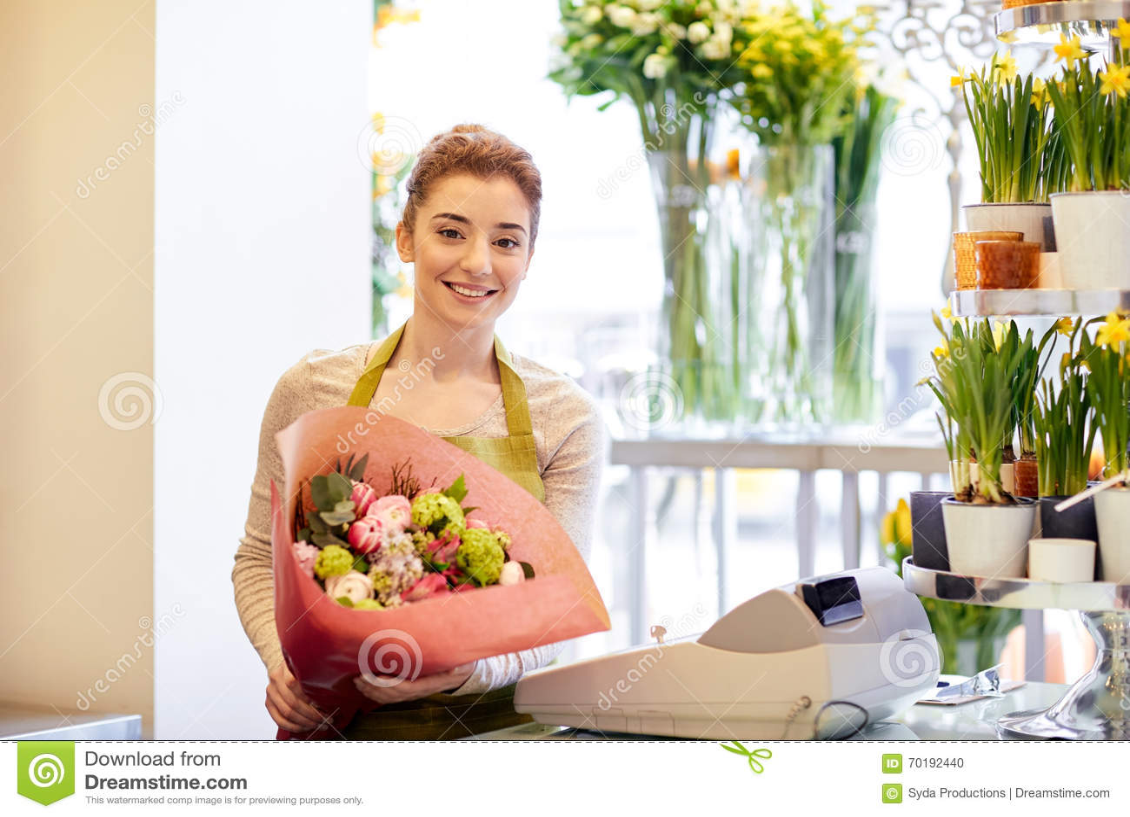 Le blomsterhandlarekvinnan med gruppen på blomsterhandeln
