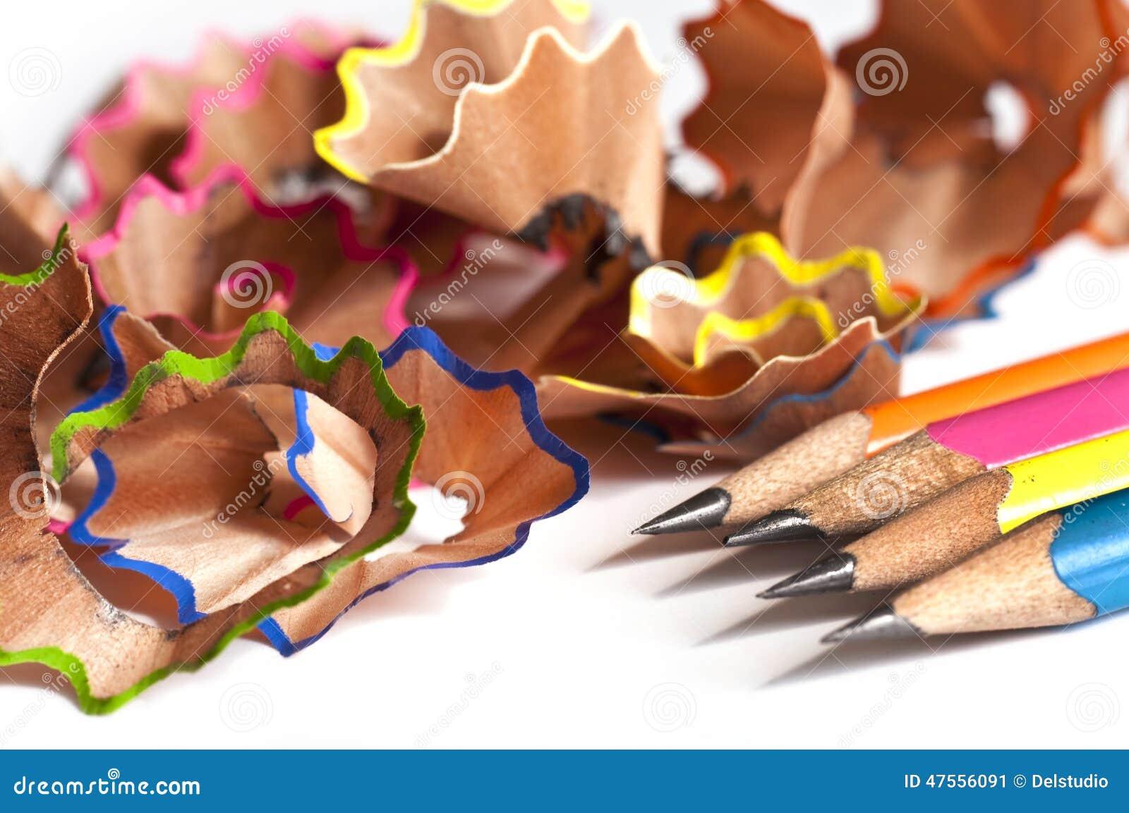 le bois color crayonne des copeaux sur le blanc - Copeaux De Bois Colors