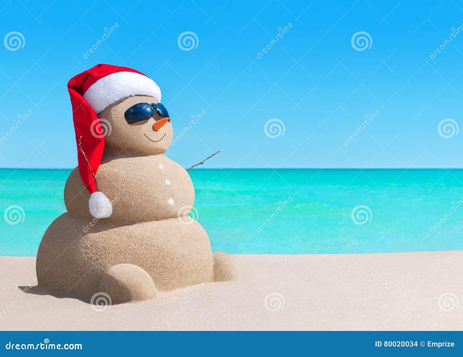 Le bonhomme de neige dans le chapeau de santa de no l et - Chapeau bonhomme de neige ...