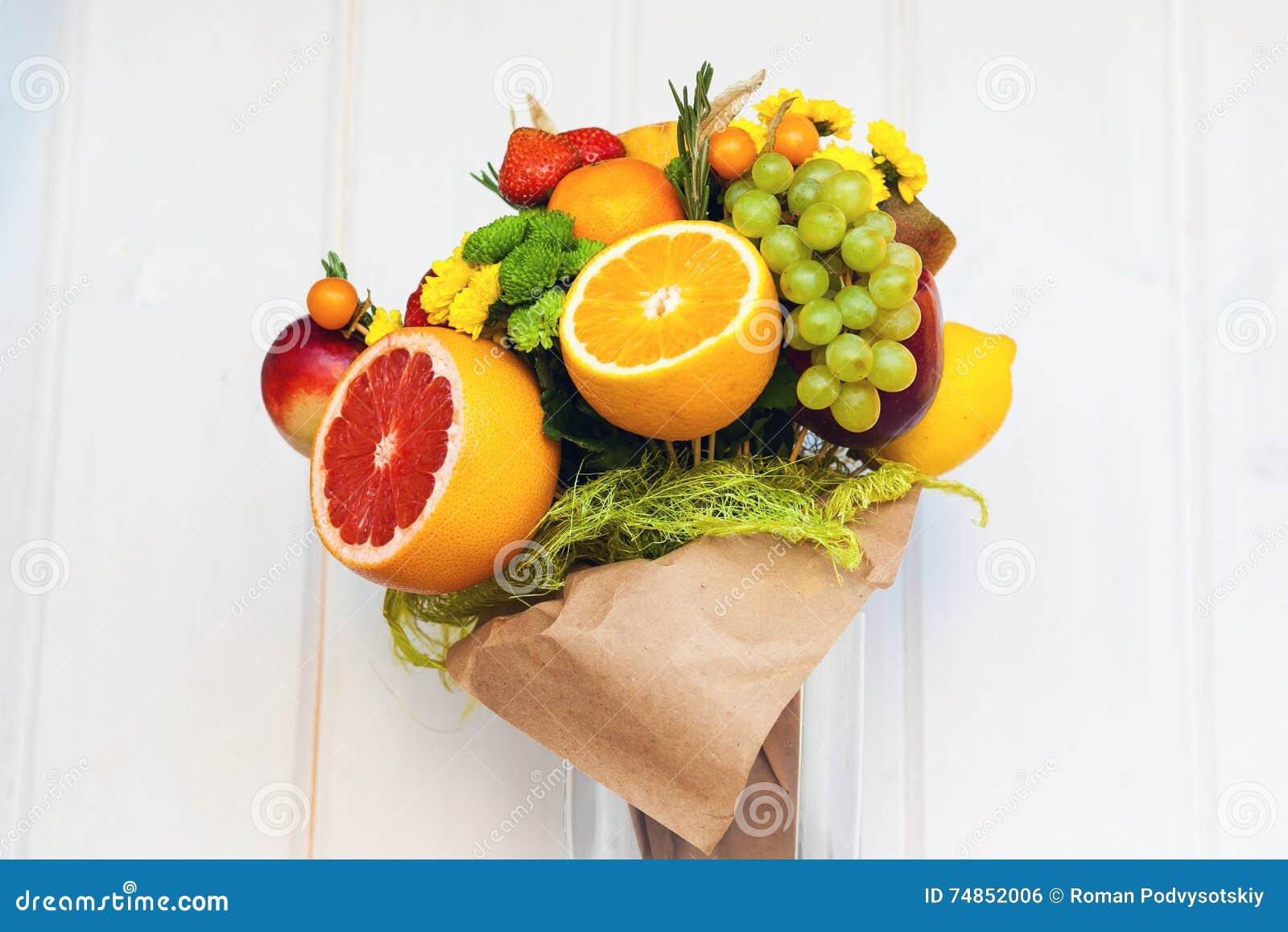 le bouquet comestible peu commun original des fruits photo stock image du floral c nes 74852006. Black Bedroom Furniture Sets. Home Design Ideas