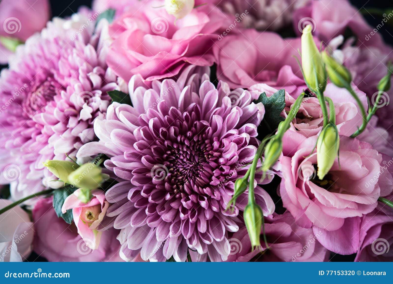 Le bouquet du rose fleurit le plan rapproché, l eustoma et le chrysanthème