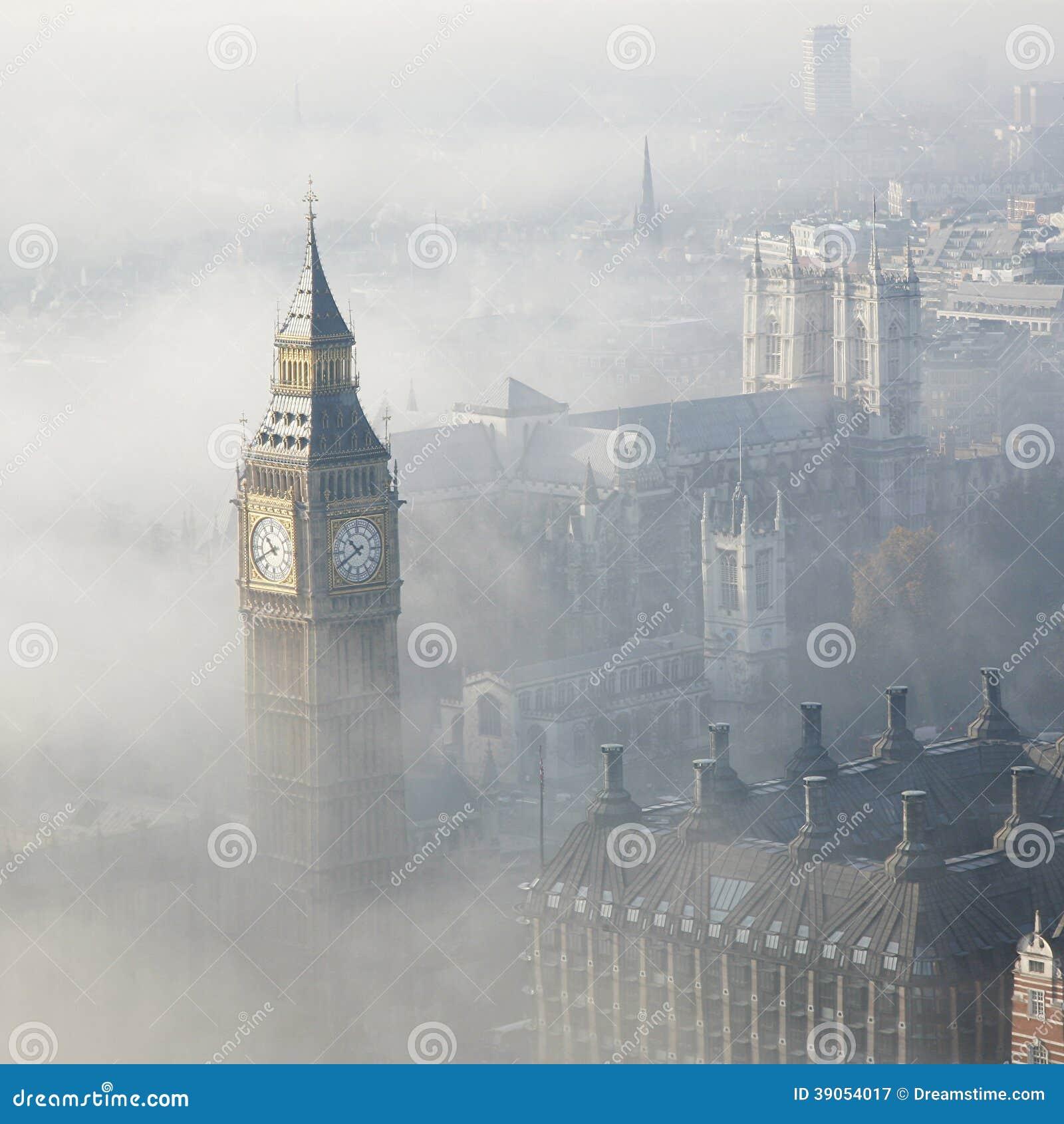 Le brouillard lourd frappe Londres