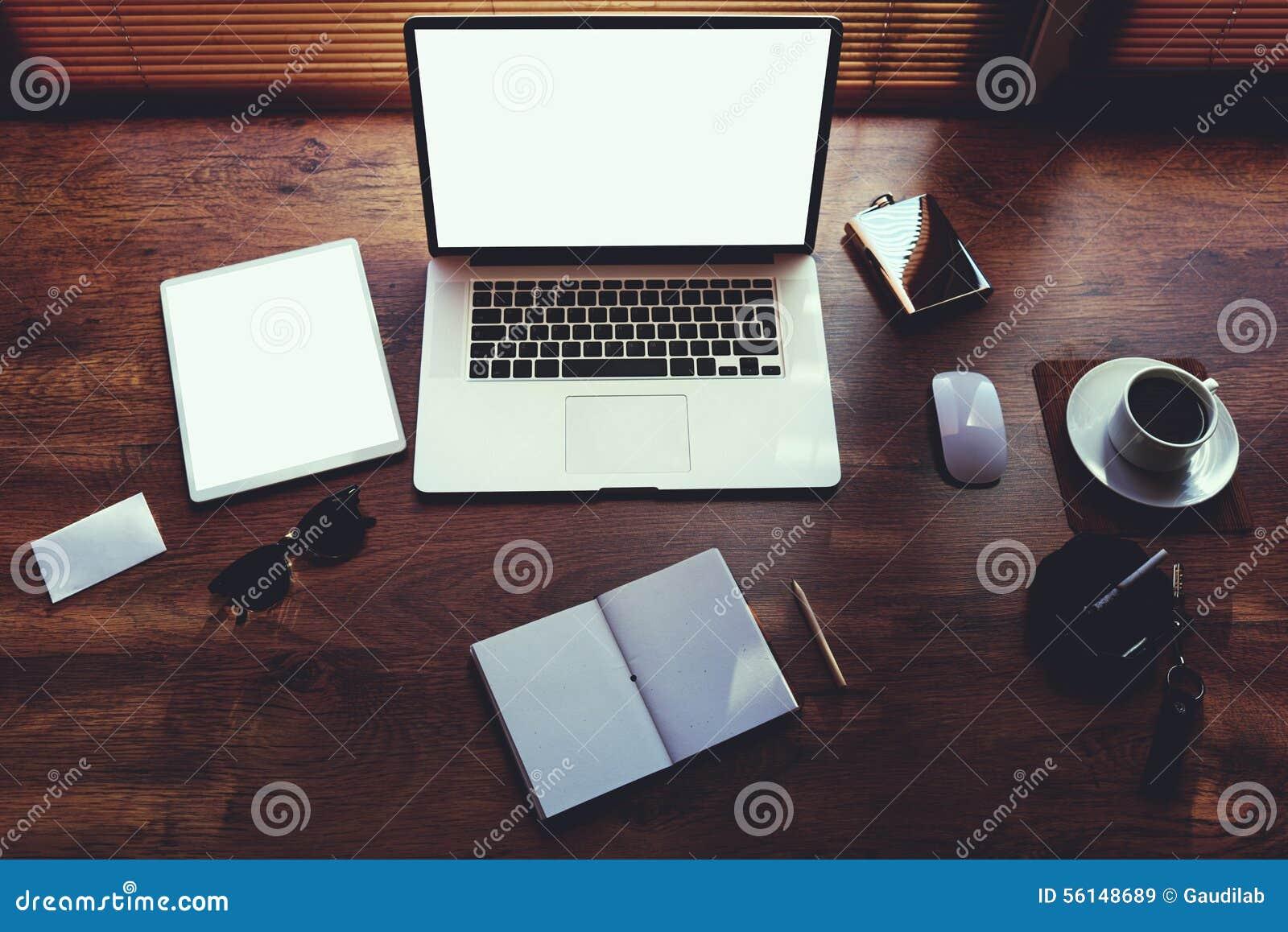 Le bureau d homme d affaires avec les accessoires de luxe - Accessoire bureau luxe ...