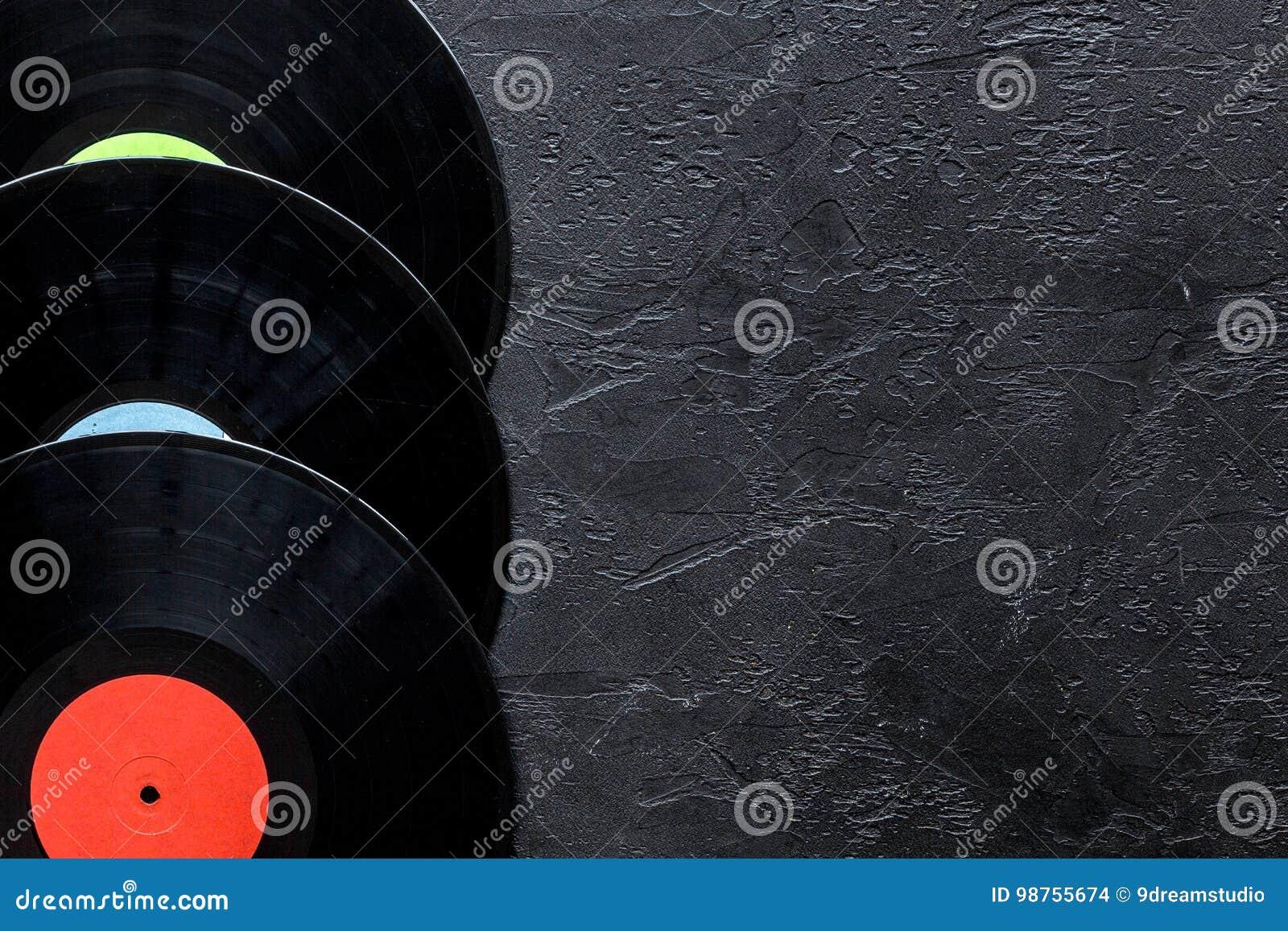 Le bureau du musicien ou le dj avec des disques de vynil pour le