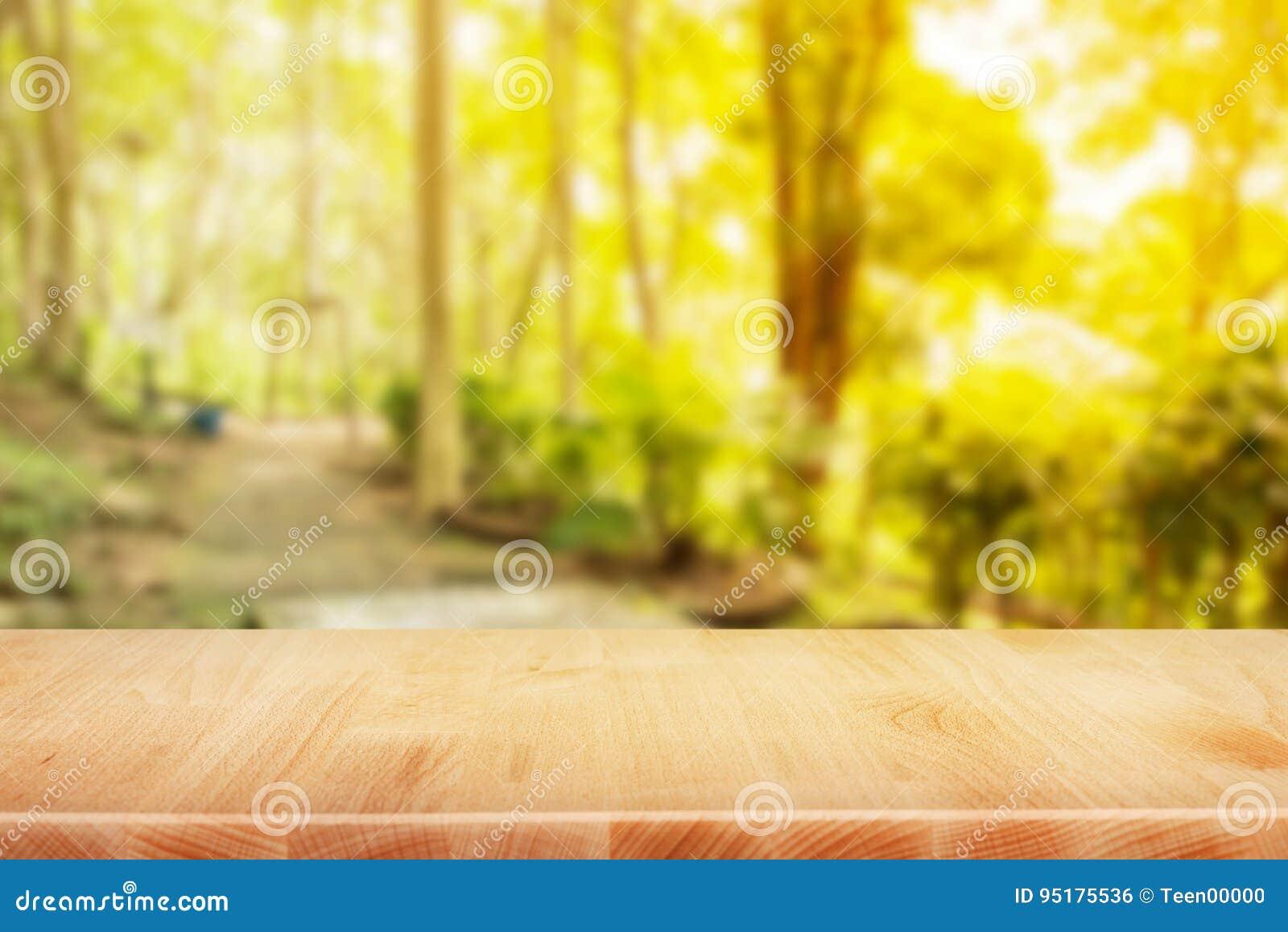Le bureau en bois de dessus de table à larrière plan de matin de