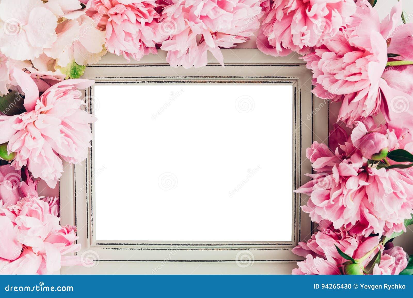 Le cadre en bois en pastel décoré des pivoines fleurit, l espace pour le texte Voir les mes autres travaux dans le portfolio