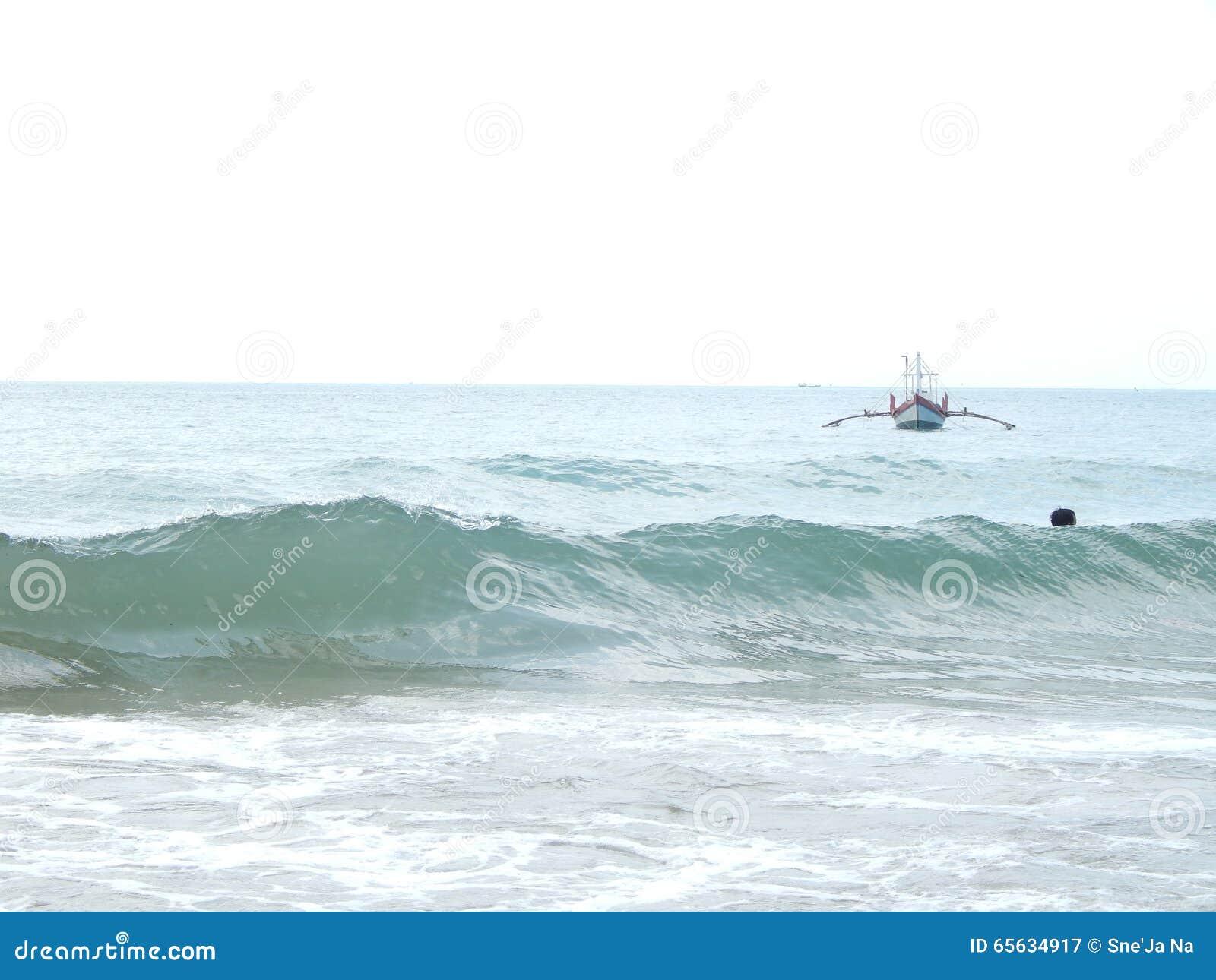 Le Cambodge, mer, vagues, été, bateau de pêche
