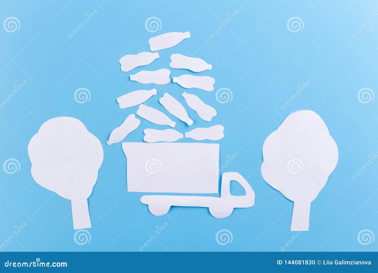 Le camion à ordures laisse des déchets