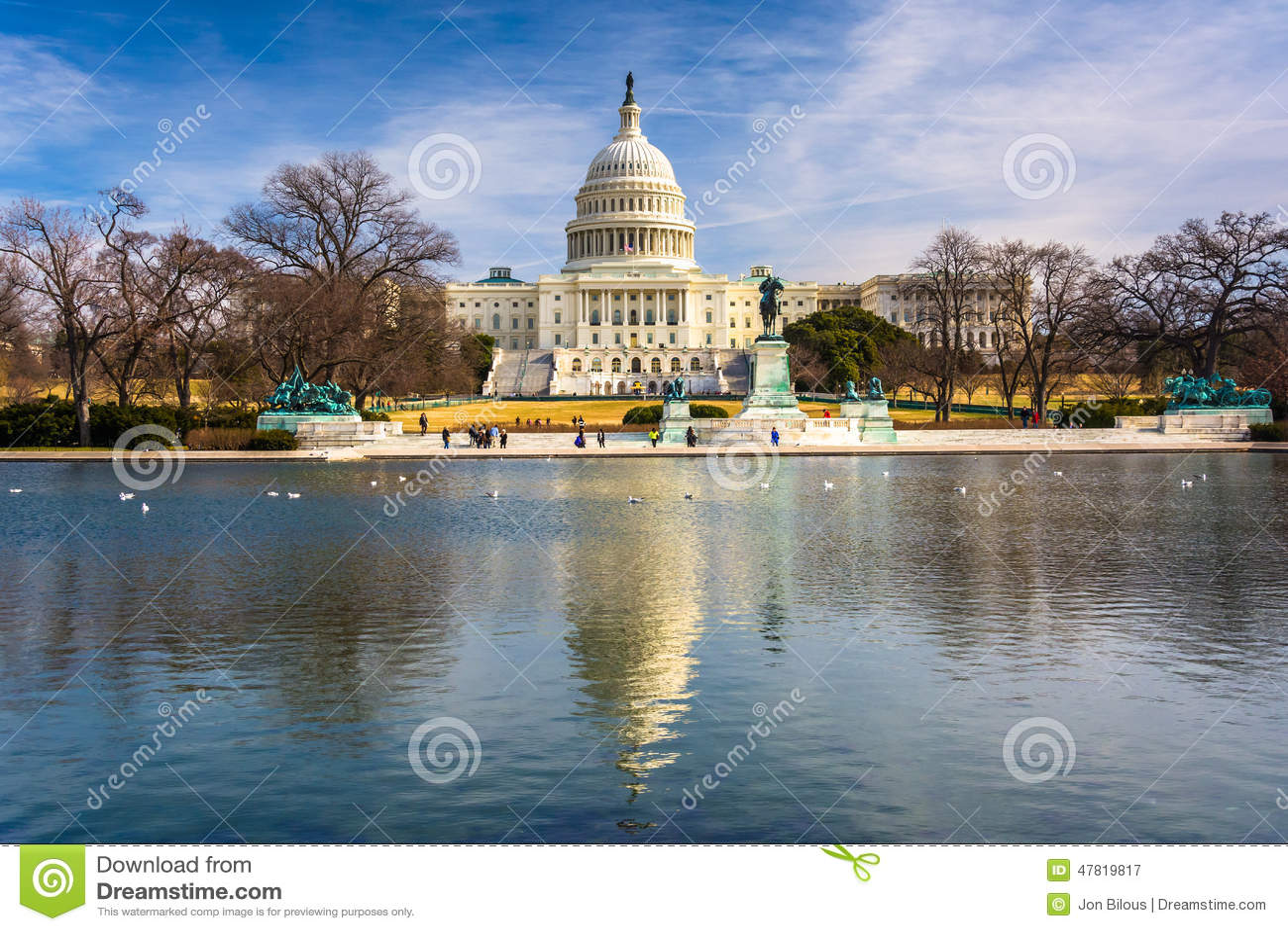 Le capitol des Etats-Unis et la piscine se reflétante à Washington, C.C