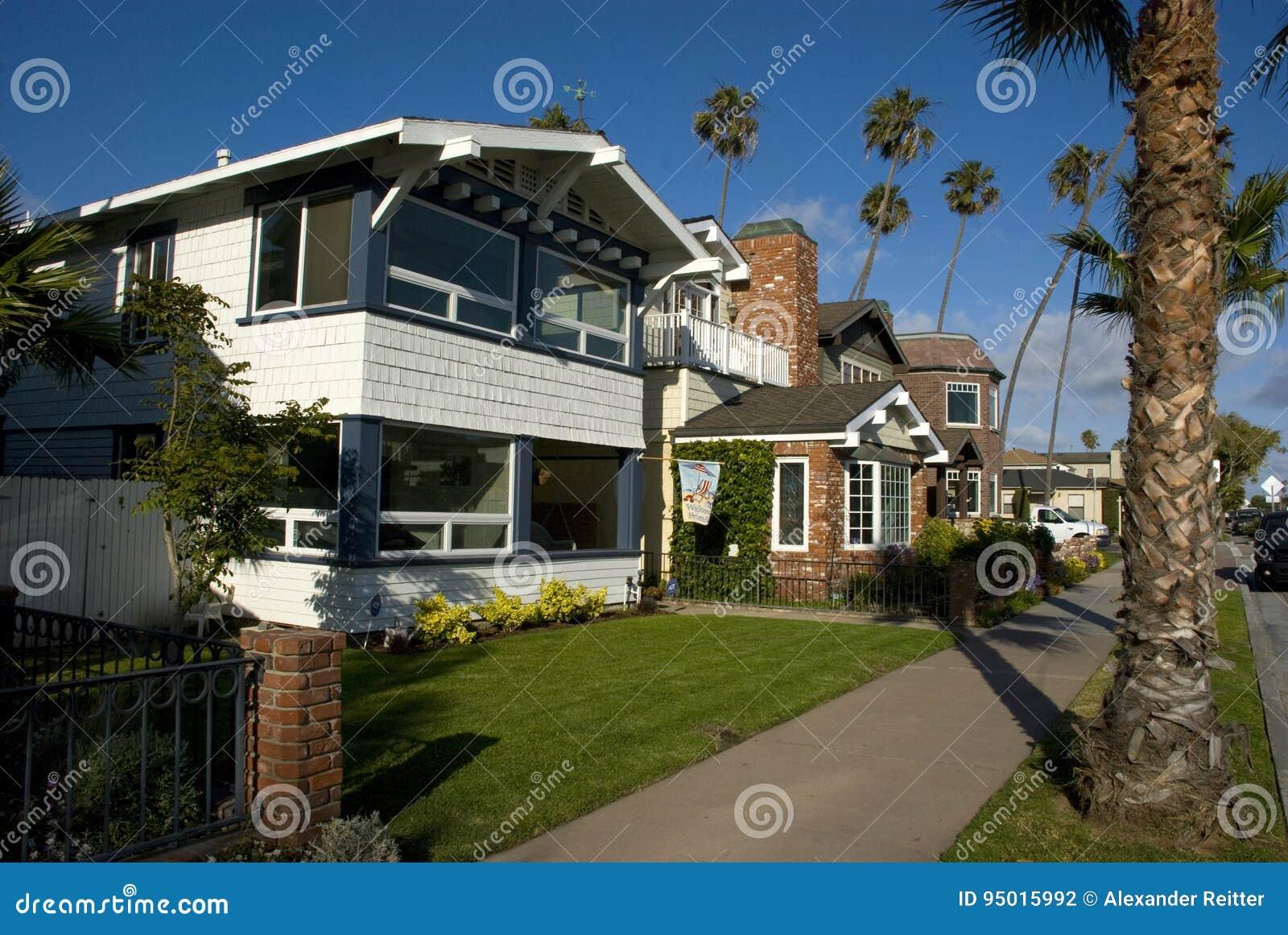 Le case americane classiche in guarnizione tirano la for Costruzione di case americane