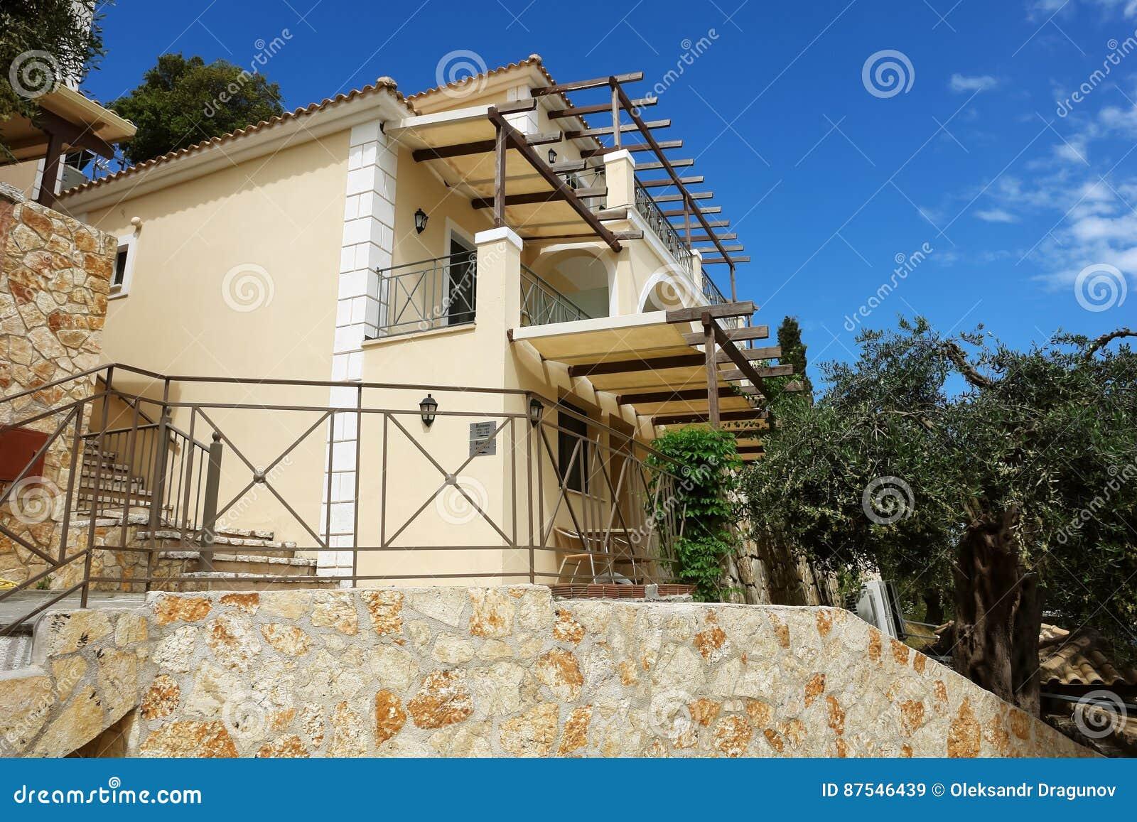 Le case moderne della costruzione con il terrazzo e di Le case moderne