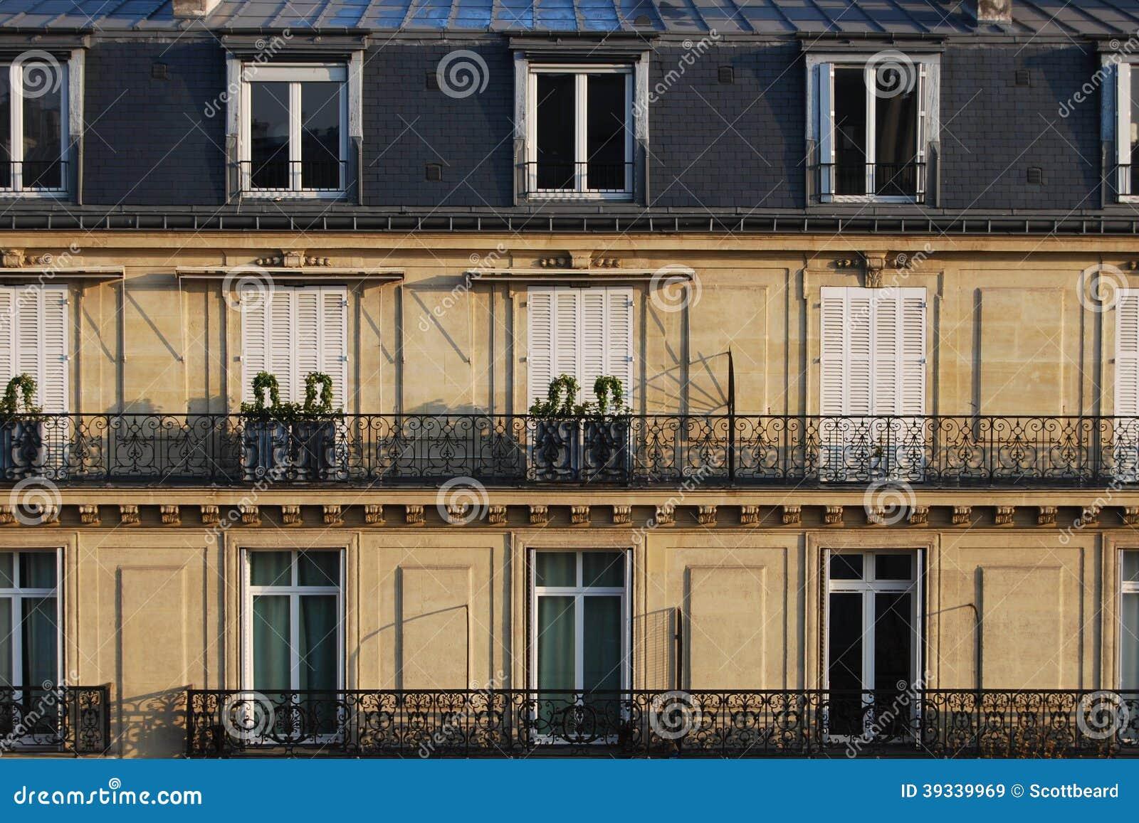 Le case urbane francesi parigine tipiche si chiudono su for Case padronali francesi