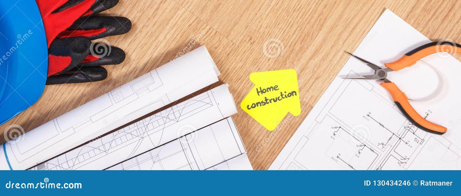 f3eefadbe86b2 Le casque bleu protecteur avec des gants, les pinces en métal, les  diagrammes ou le papier de dessin de construction et jaune électrique dans  la forme de la ...