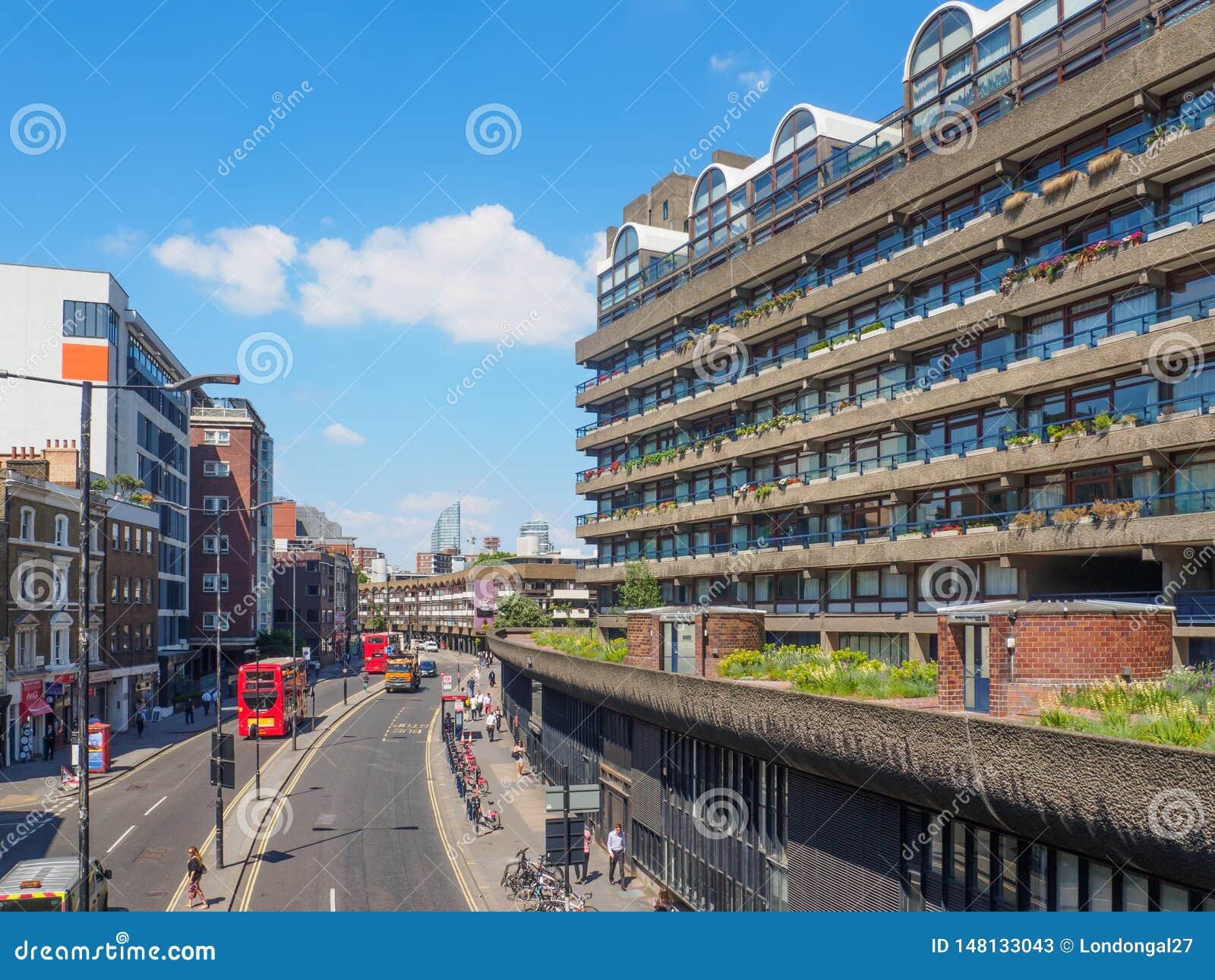 Le centre de barbacane ? Londres est l un des exemples les plus populaires et les plus c?l?bres de l architecture de Brutalist da