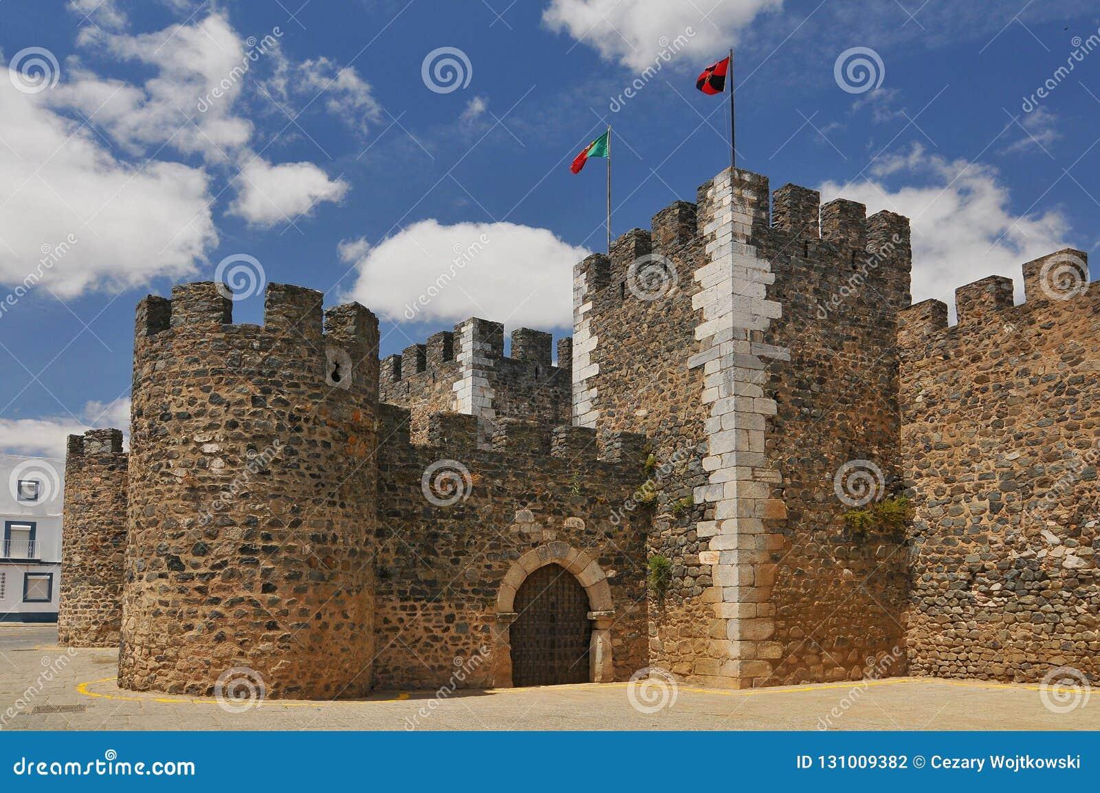 Le château de Beja Castelo de Beja est un château médiéval dans la paroisse civile de Beja, Portugal