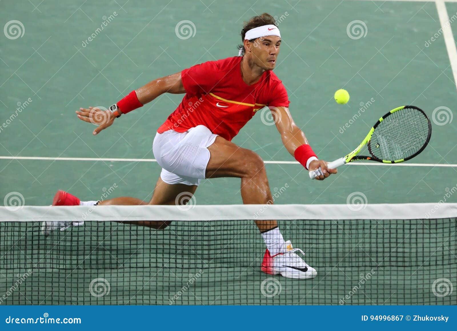 Le champion olympique Rafael Nadal de l Espagne dans l action pendant le ` s des hommes double autour de 3 de Rio 2016 Jeux Olymp