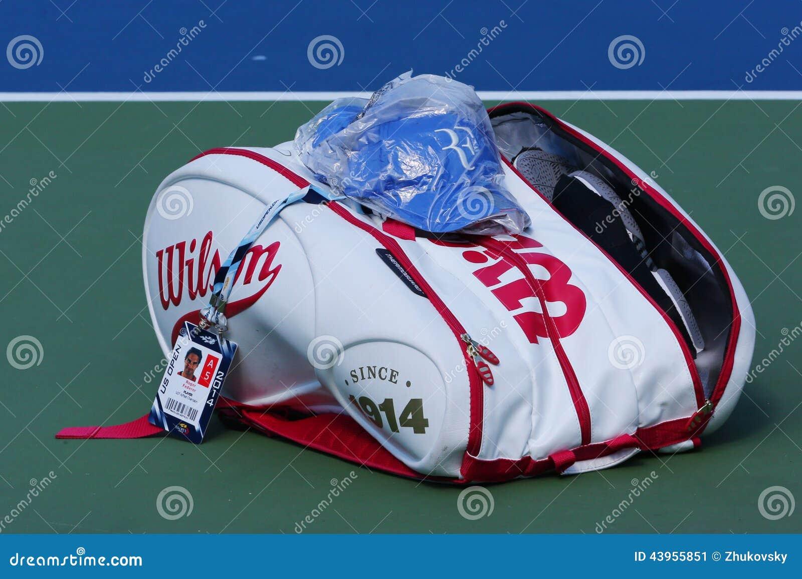 le champion roger federer de grand chelem a adapt le sac aux besoins du client de tennis de. Black Bedroom Furniture Sets. Home Design Ideas