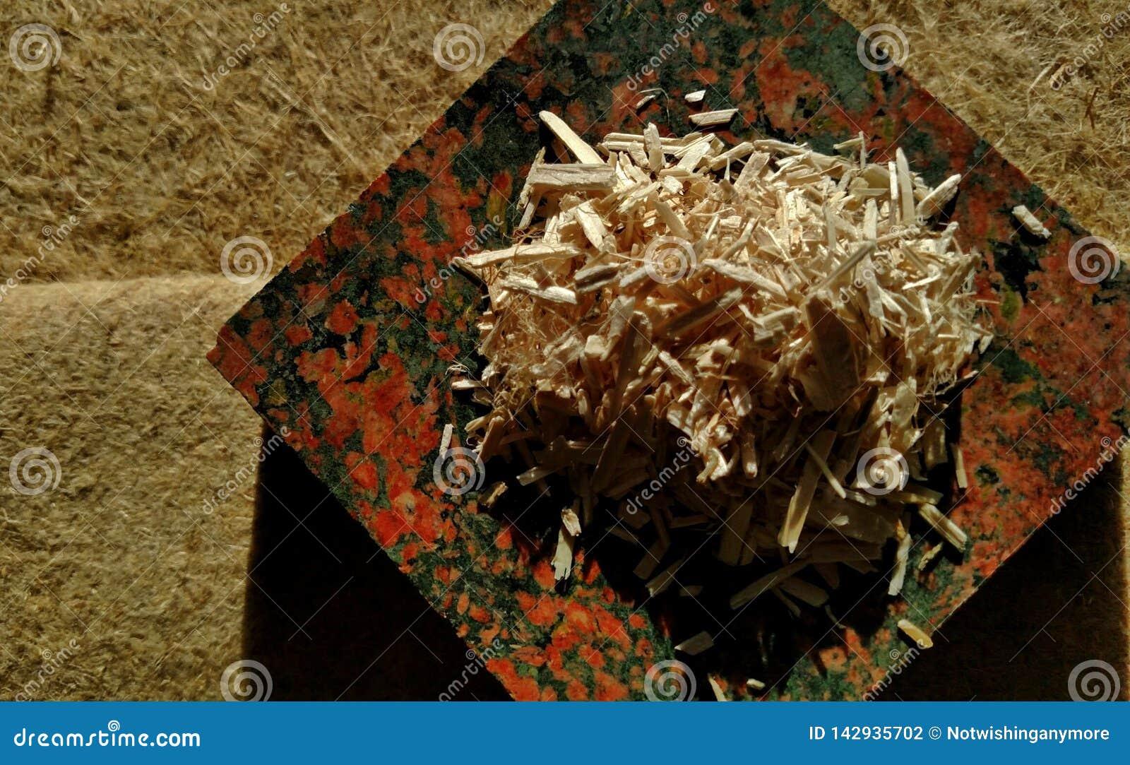Le chanvre cru Shiv a servi sur la fibre crue de chanvre