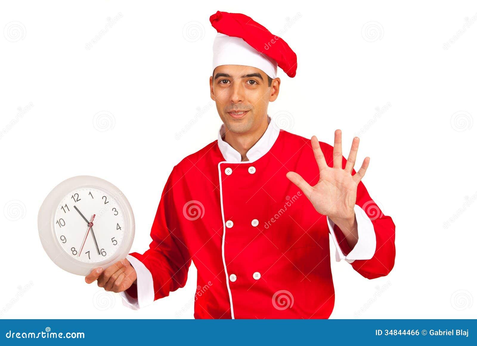 Le chef avec l horloge gesticulent cinq minutes