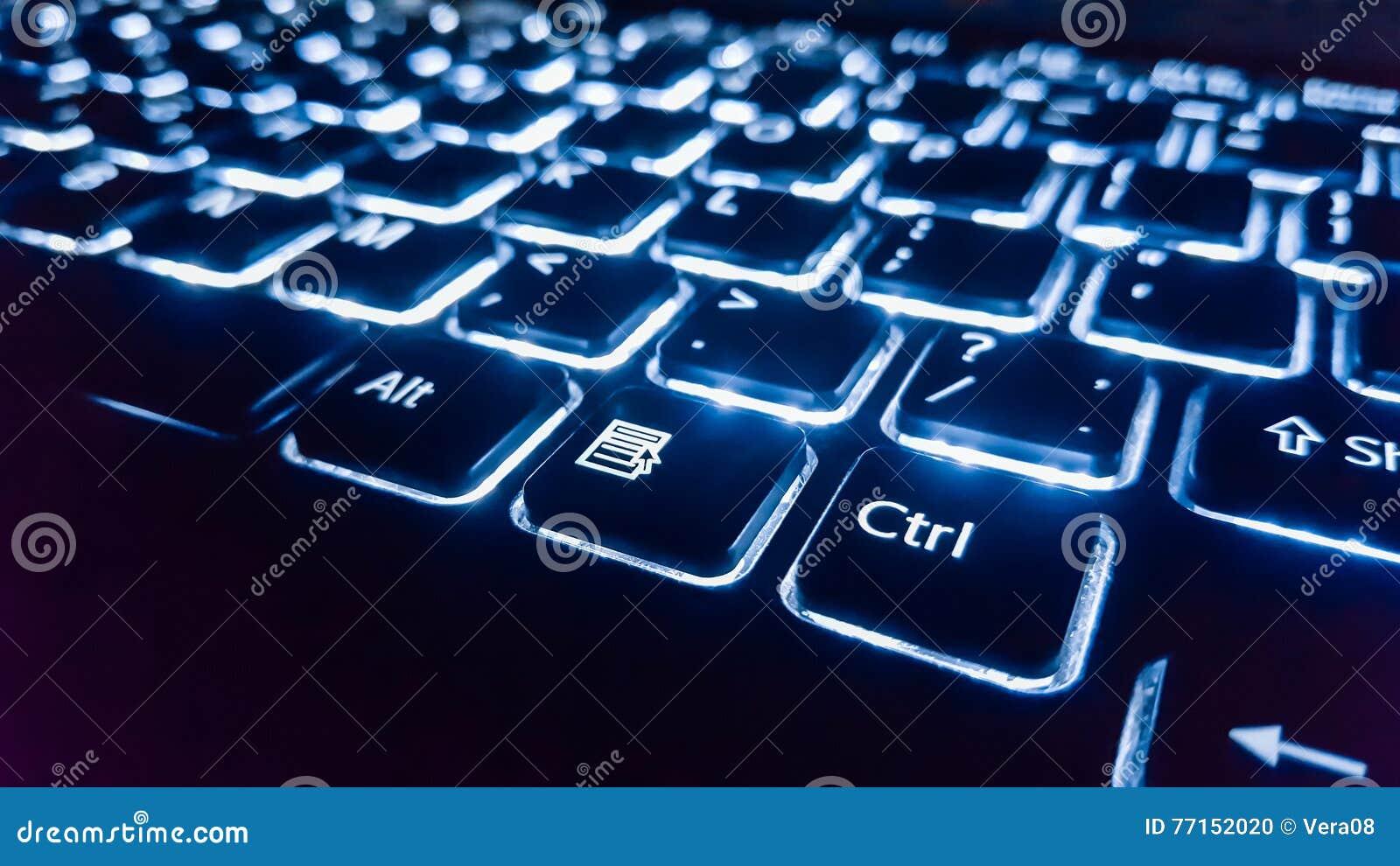Le clavier au néon avec entrent dans le bouton Foyer sur
