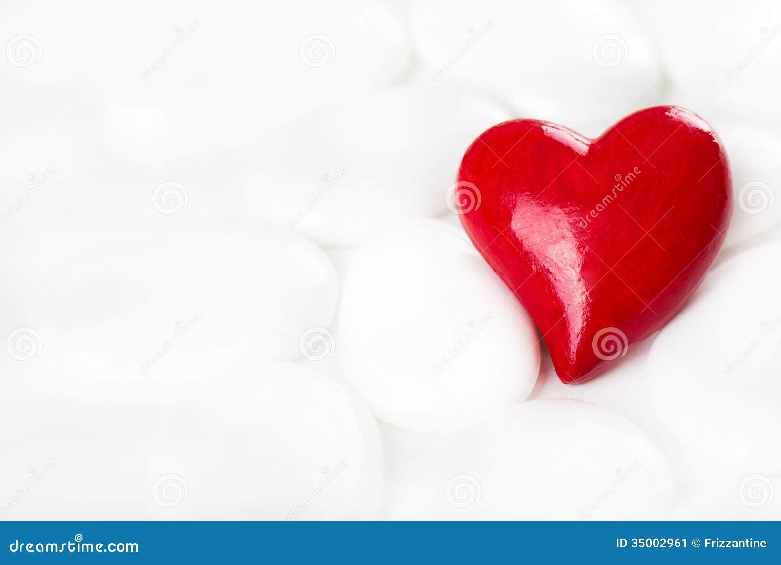 le coeur ornemental rouge sur un fond blanc avec des pierres pour saluent image stock image du. Black Bedroom Furniture Sets. Home Design Ideas