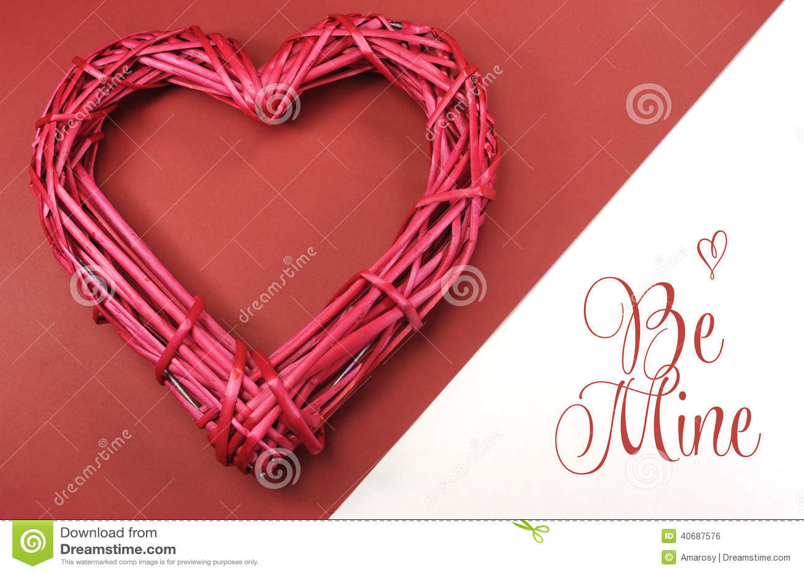 Le Coeur Rouge-rose D\'amour De Canne De Rotin Sur Le Fond Rouge Et ...