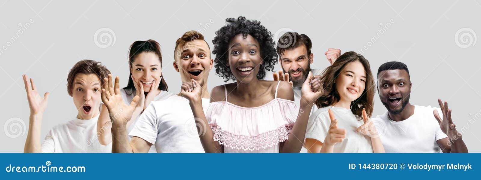 Le collage des visages des personnes étonnées sur les milieux blancs