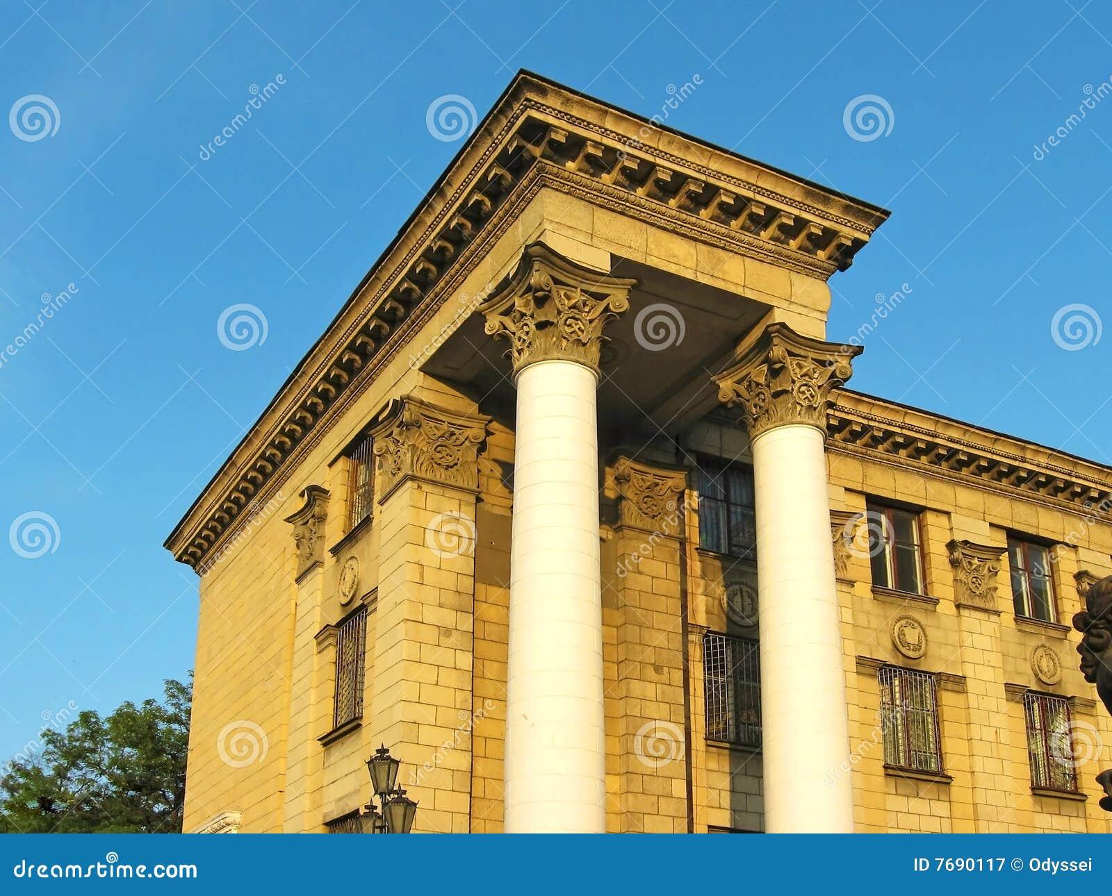 Le colonne di stile dell 39 impero del cosiddetto stalin for Colonne esterne di stile dell artigiano