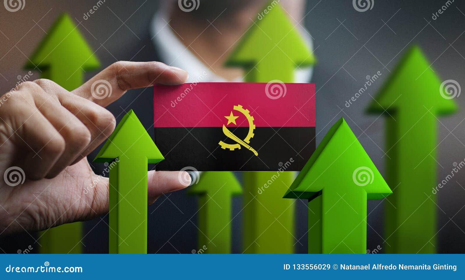 Le concept de croissance de nation, verdissent vers le haut des flèches - homme d affaires Holding Car
