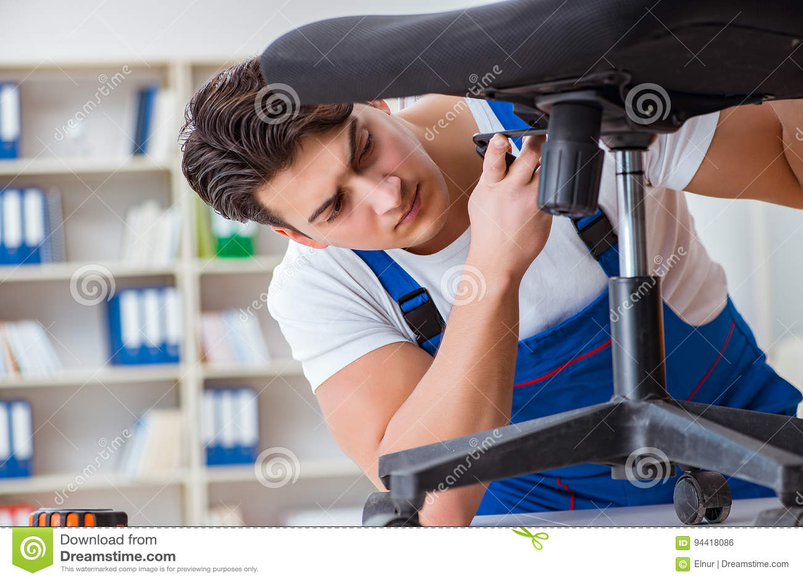 Le concept de réparation et d ensemble de meubles