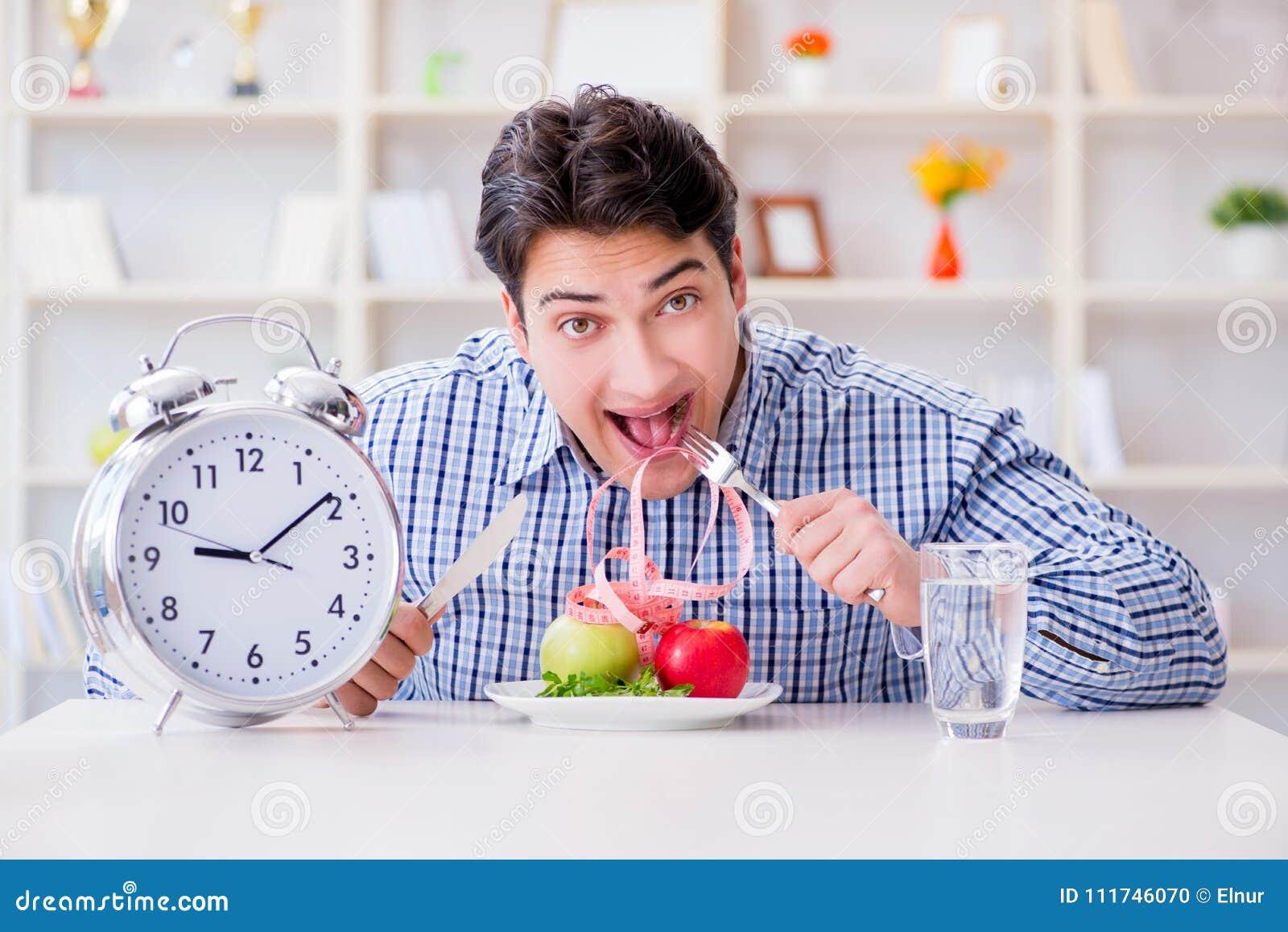 Le concept du service lent dans le restaurant
