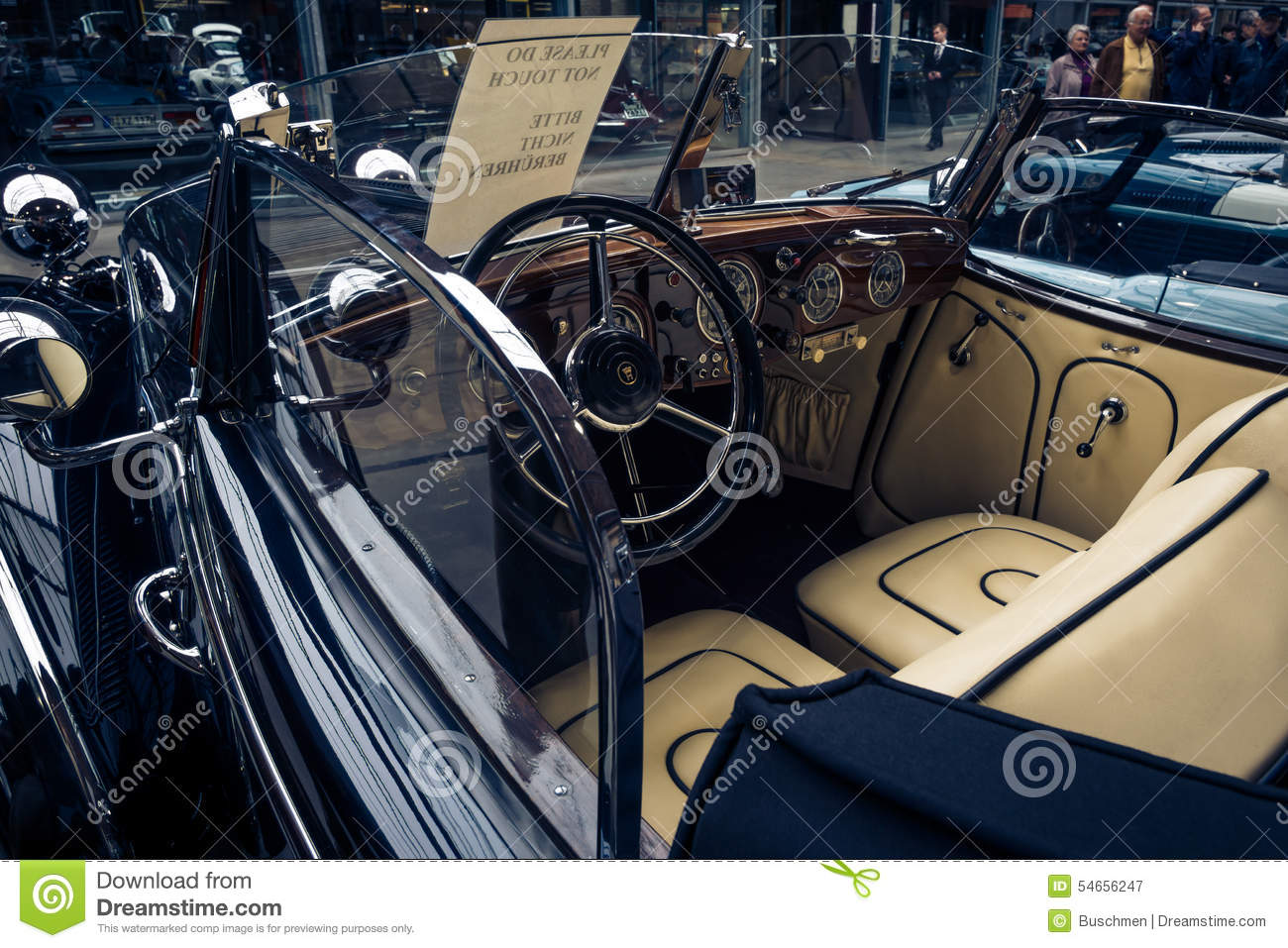 le conducteur et le passager de la voiture horch 853a de vintage fol trent le cabriolet. Black Bedroom Furniture Sets. Home Design Ideas