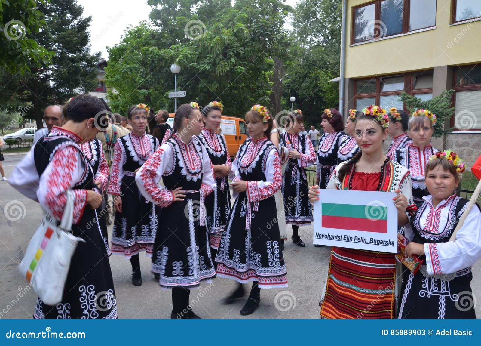 Le Costume Bulgare Traditionnel Photo stock éditorial - Image du ... c62ff568f68