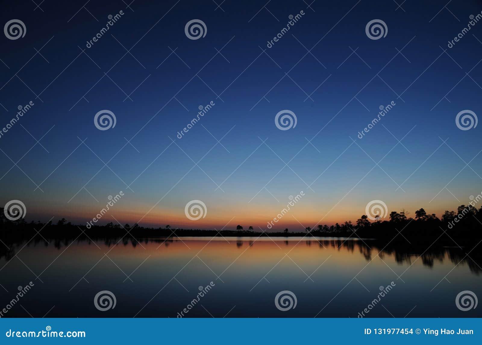 Le coucher du soleil de marais