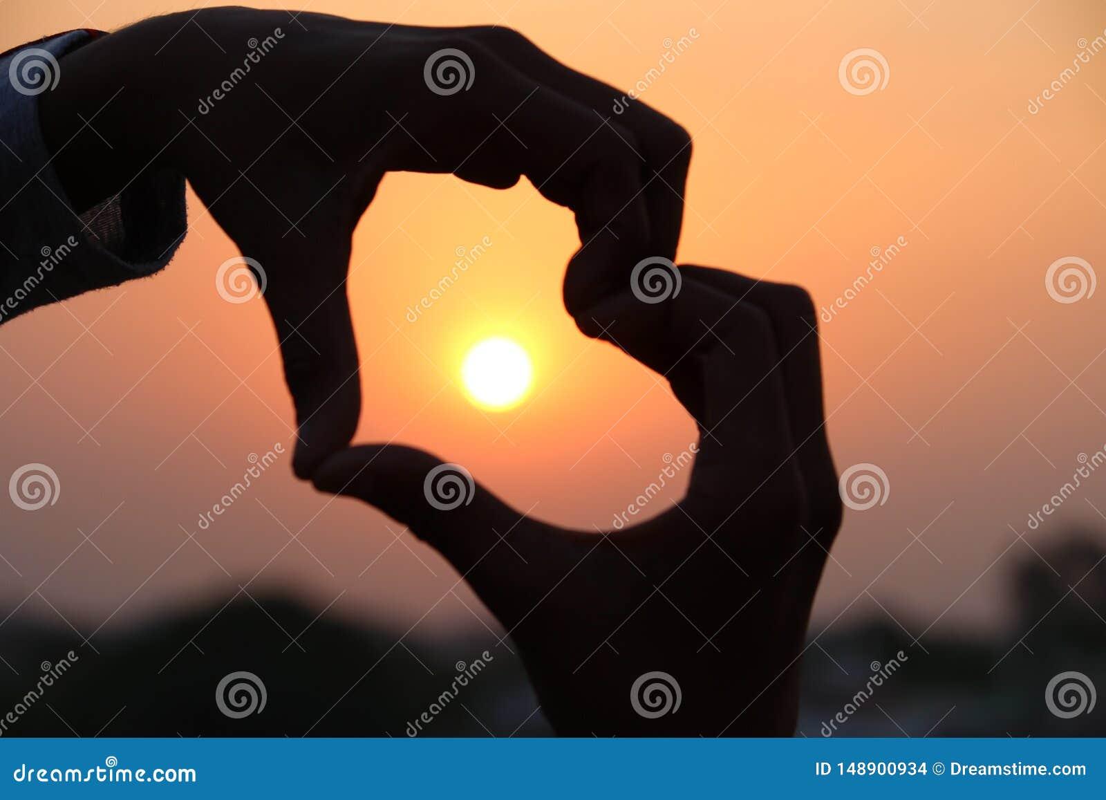Le coucher du soleil est amour
